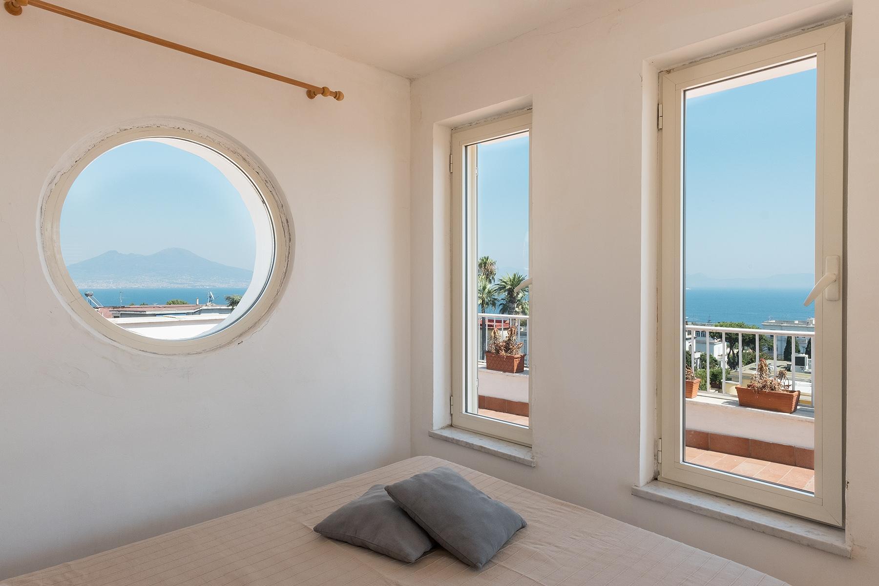 Замечательная вилла с панорамным видом на море в Неаполе, Италия - 14
