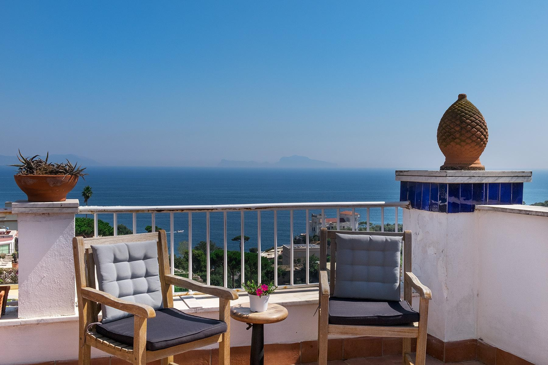 Замечательная вилла с панорамным видом на море в Неаполе, Италия - 15