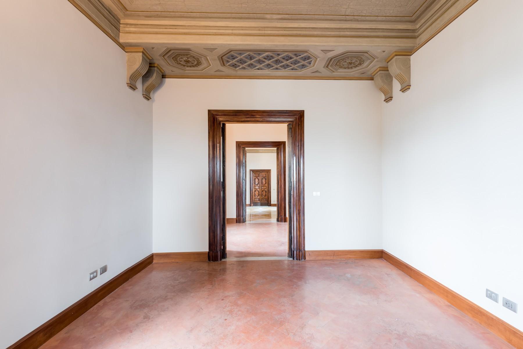 Престижный пятый этаж внутри Виллы Бразини - 6