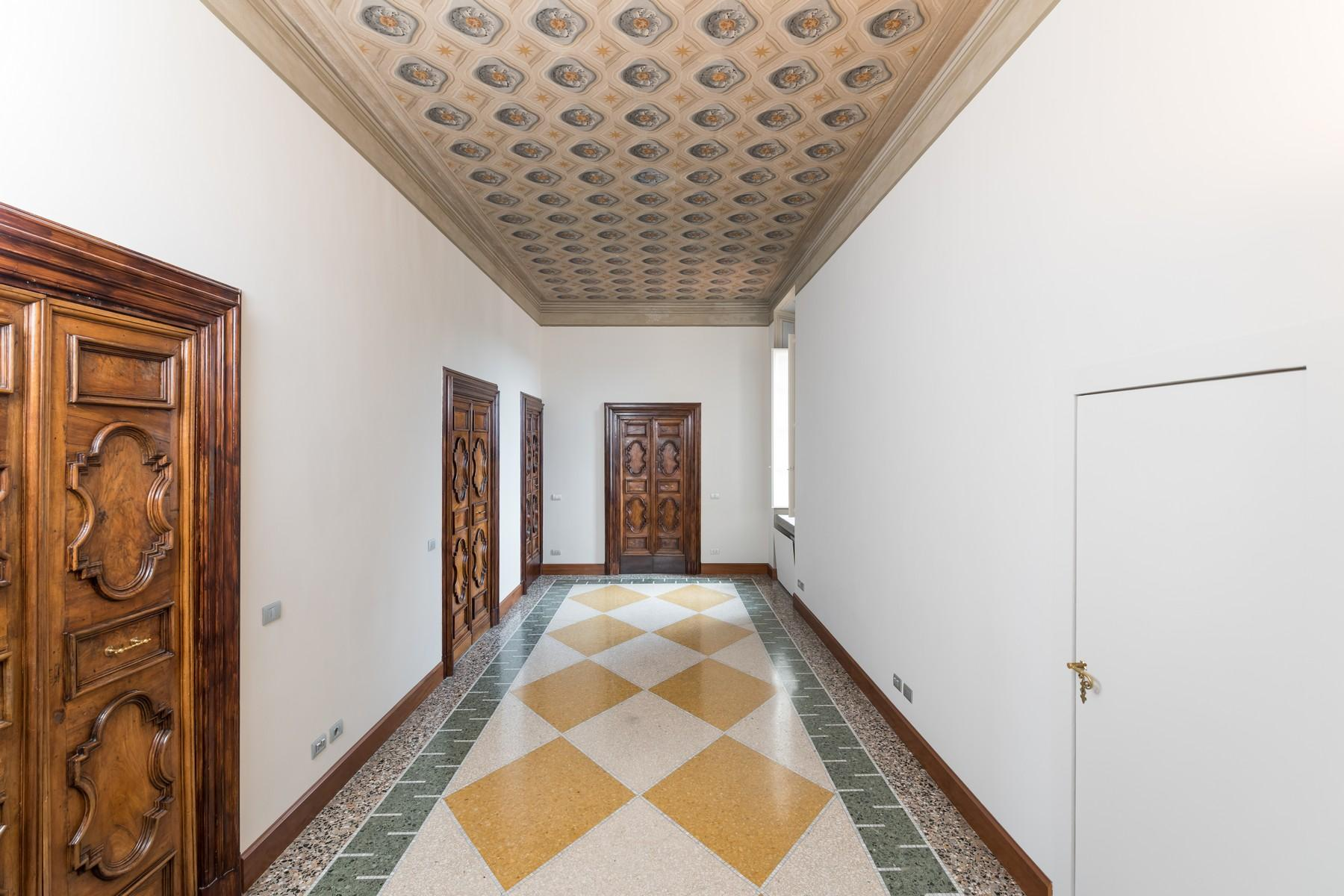 Престижный пятый этаж внутри Виллы Бразини - 9