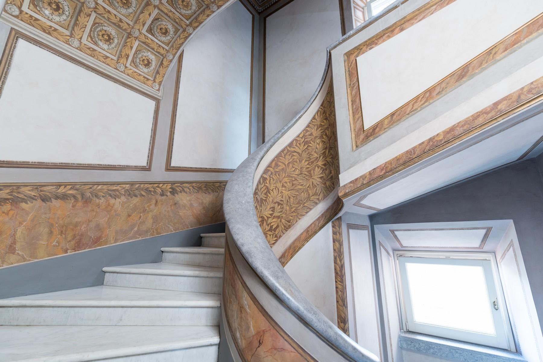Престижный пятый этаж внутри Виллы Бразини - 23