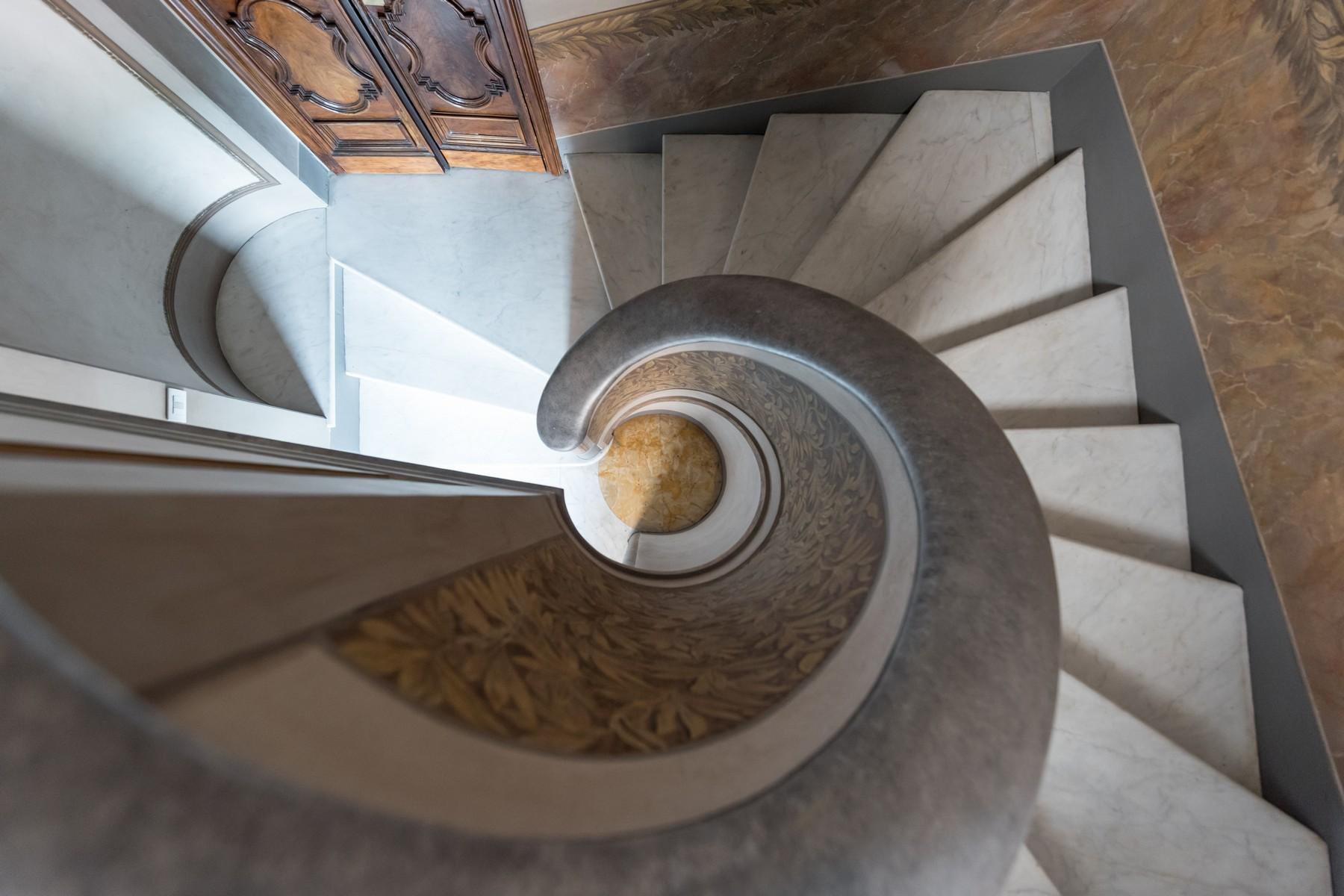 Престижный пятый этаж внутри Виллы Бразини - 24