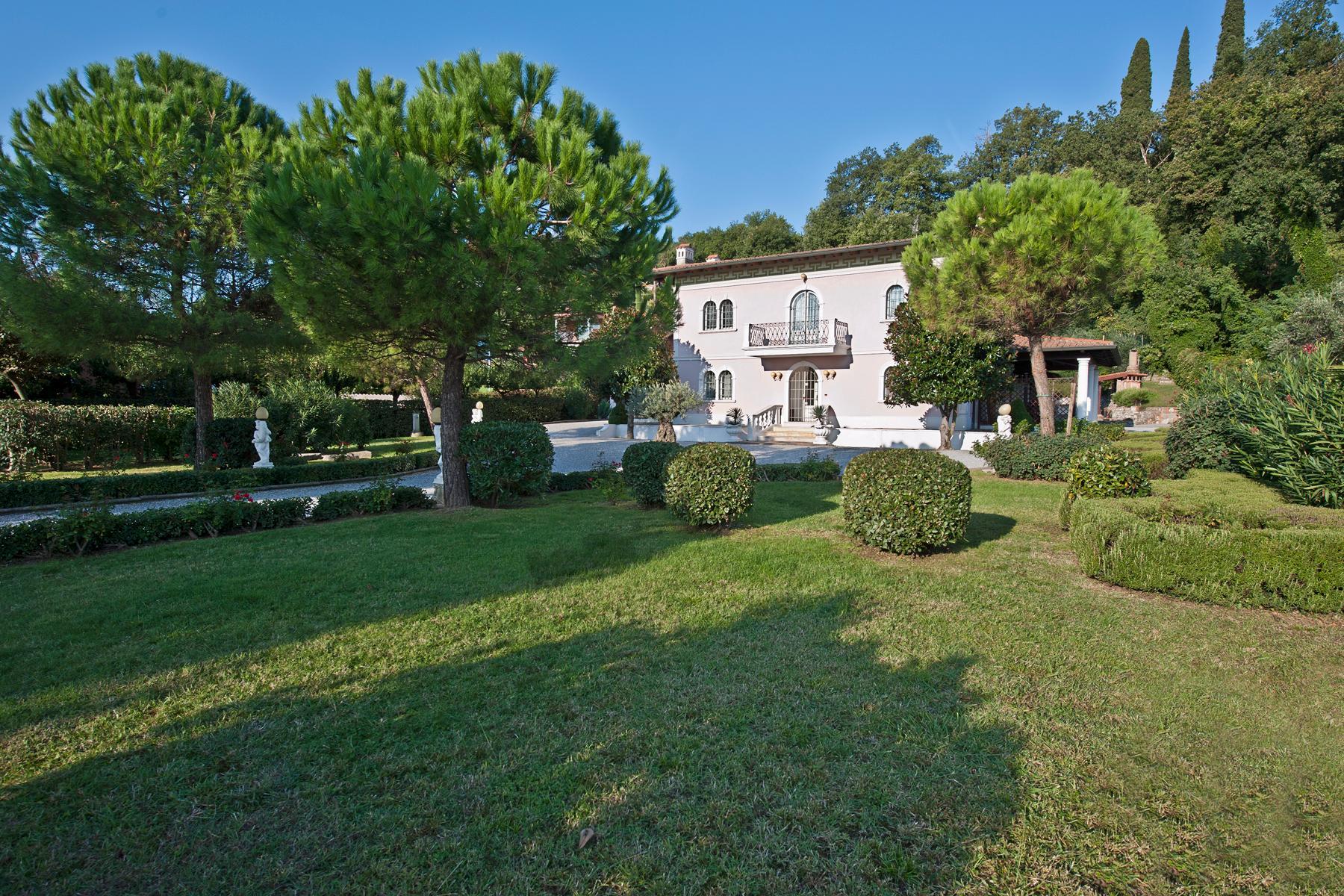 Herrliche Villa mit Swimmingpool und Privatpark - 4