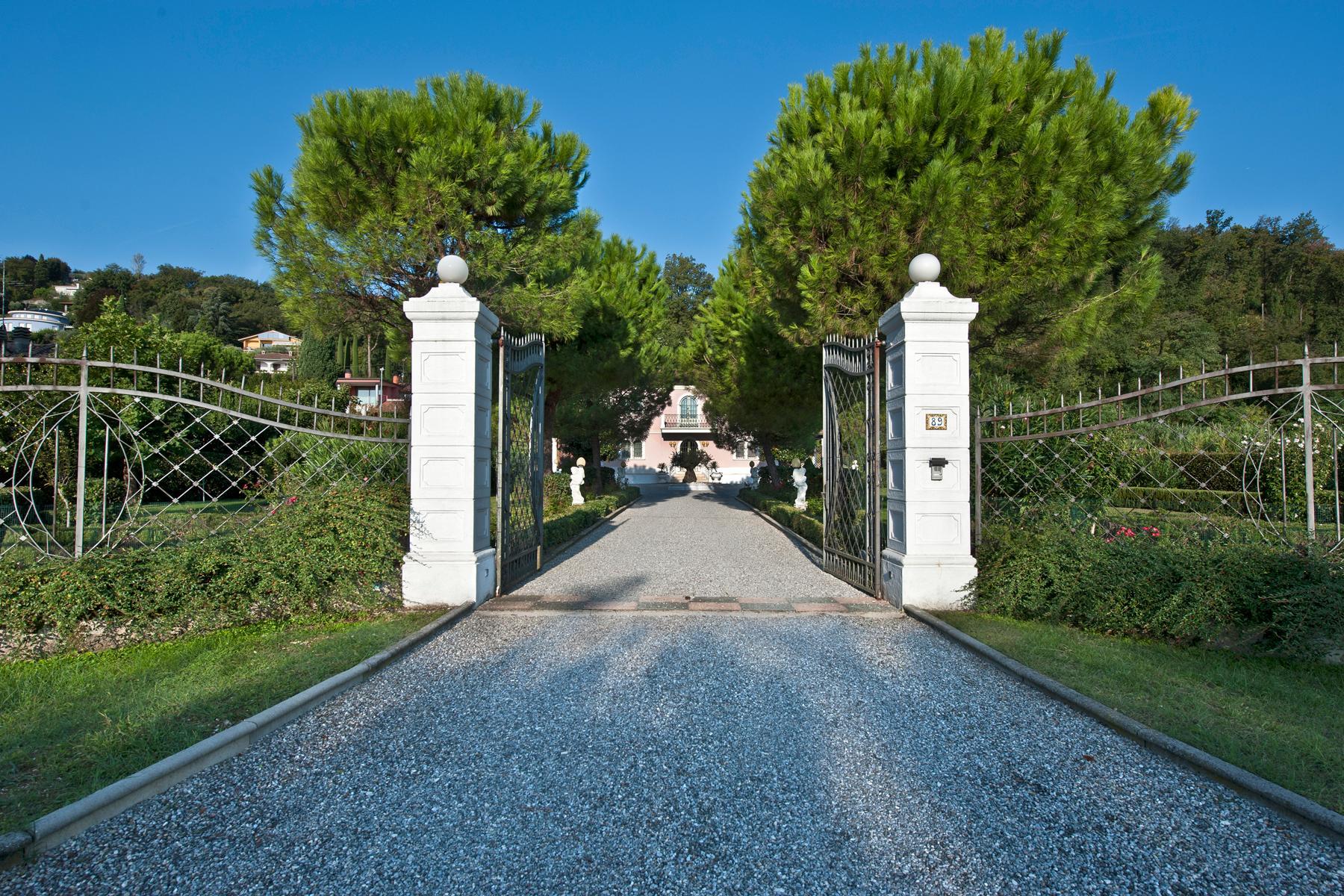 Herrliche Villa mit Swimmingpool und Privatpark - 3