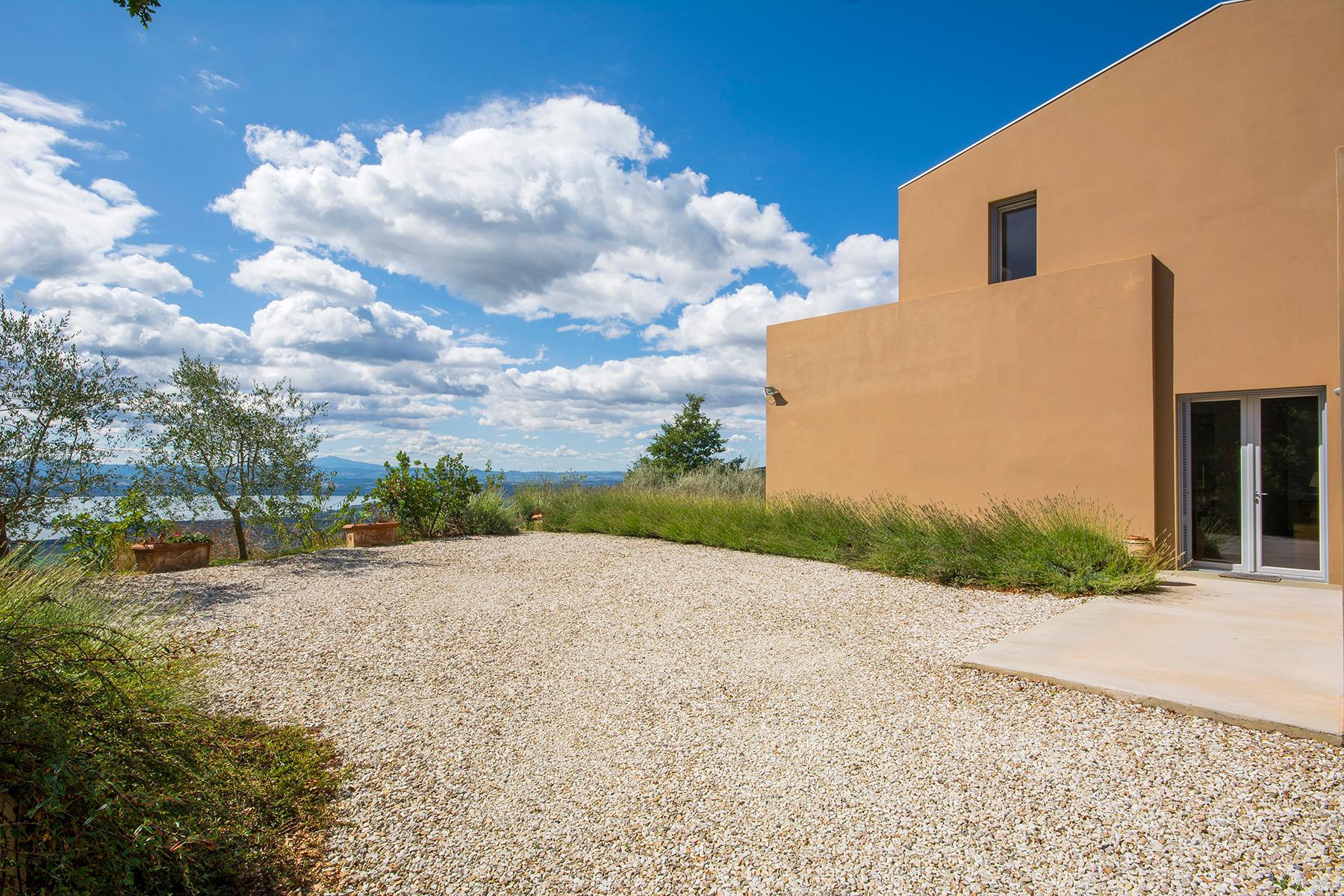 Villa moderna con finiture di pregio in posizione vista lago esclusiva - 5