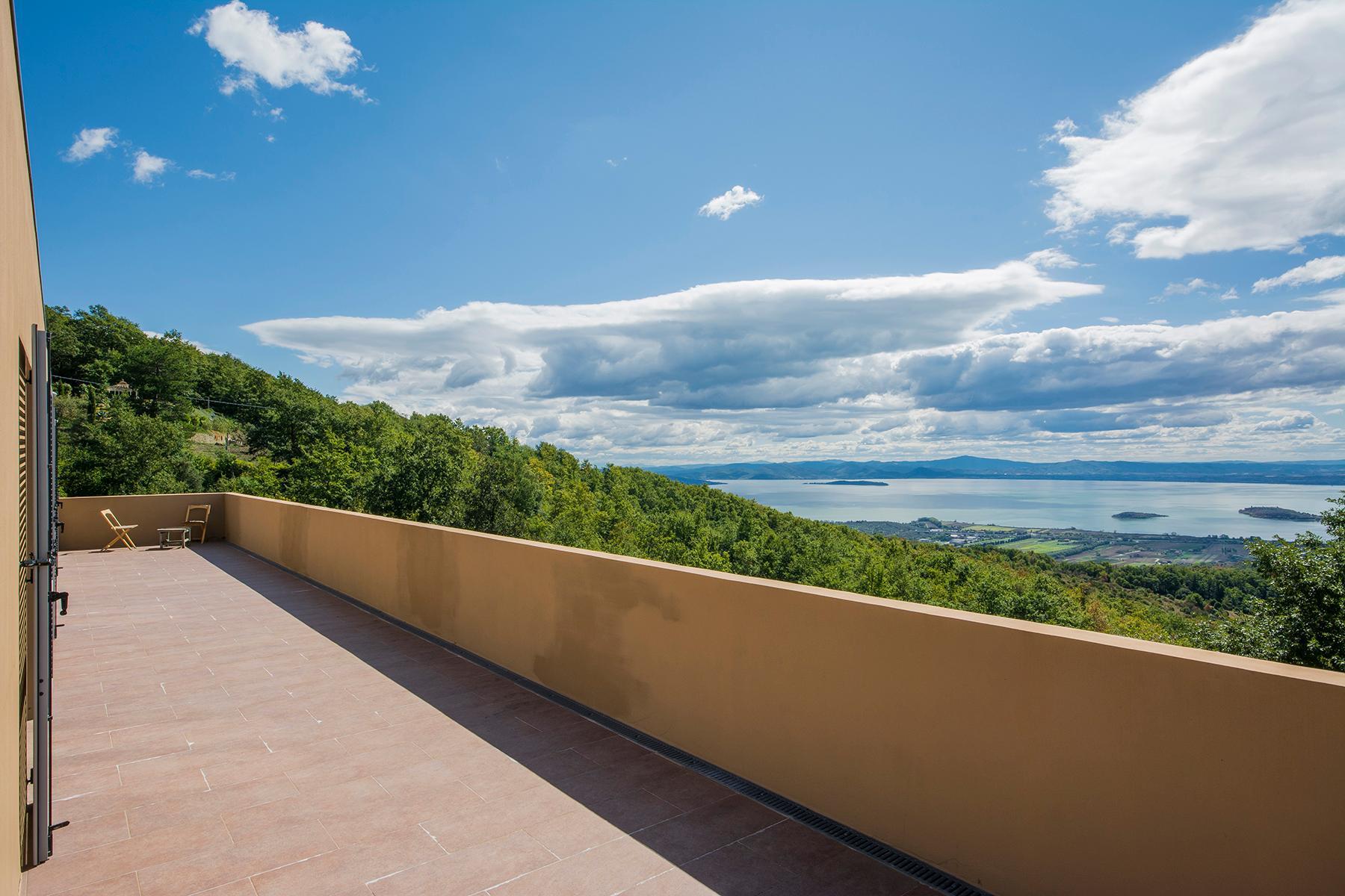 Villa moderna con finiture di pregio in posizione vista lago esclusiva - 10
