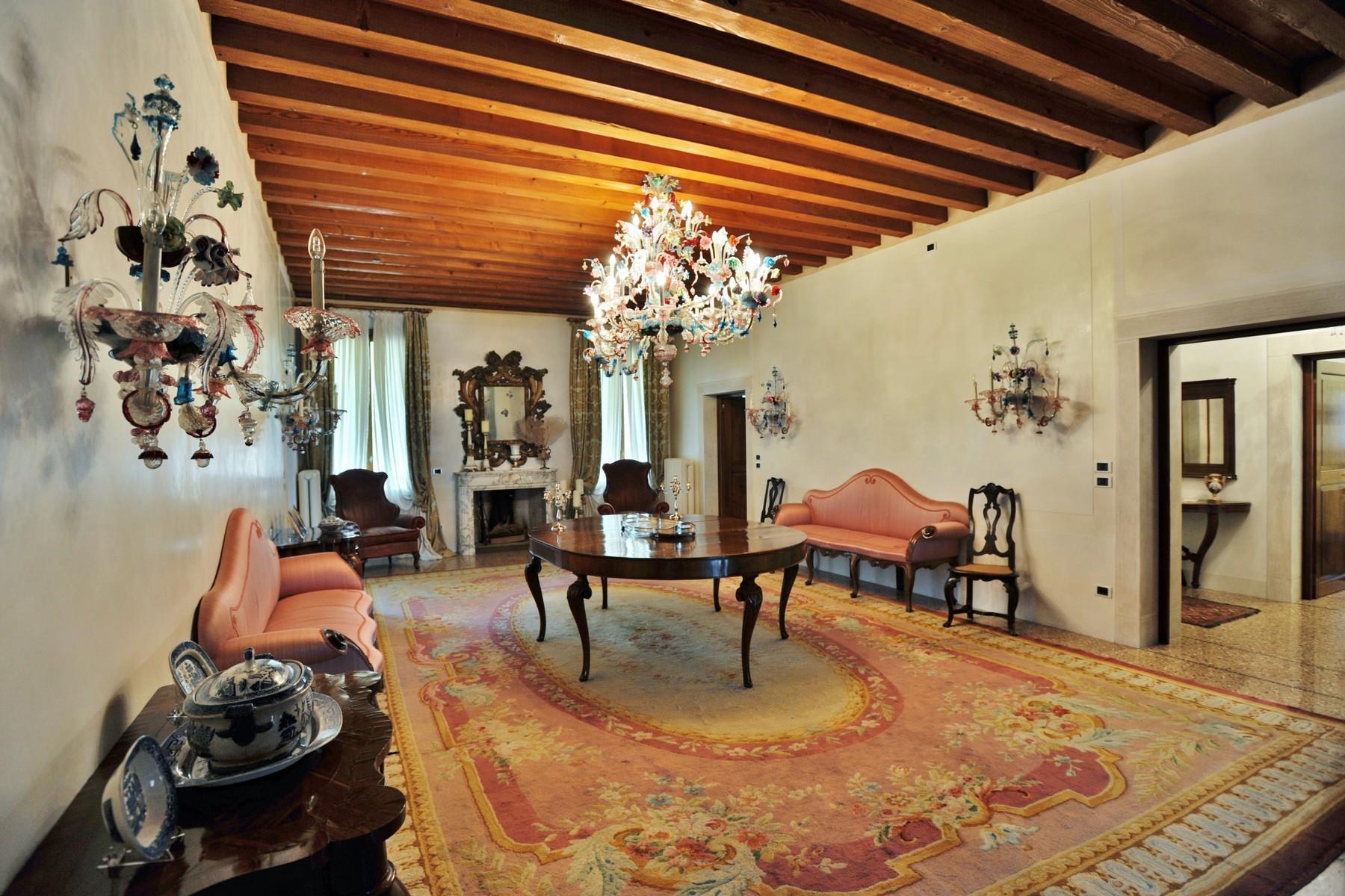 位于壮观的威尼斯别墅主楼层的优雅公寓 - 3