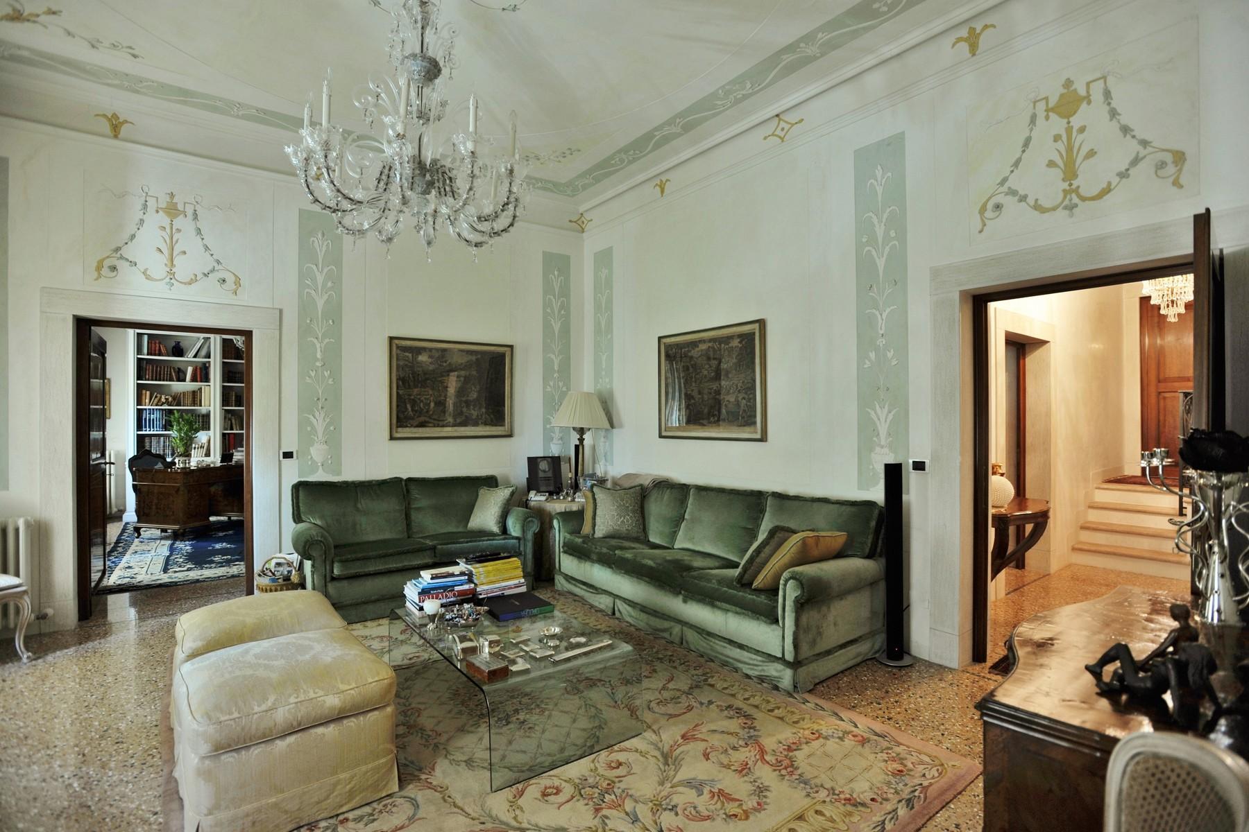 位于壮观的威尼斯别墅主楼层的优雅公寓 - 6