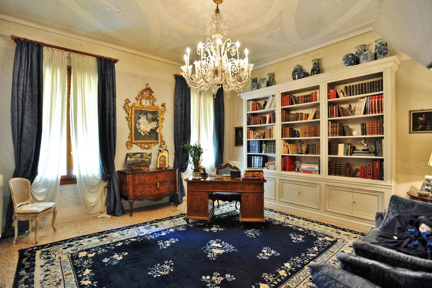 位于壮观的威尼斯别墅主楼层的优雅公寓 - 5