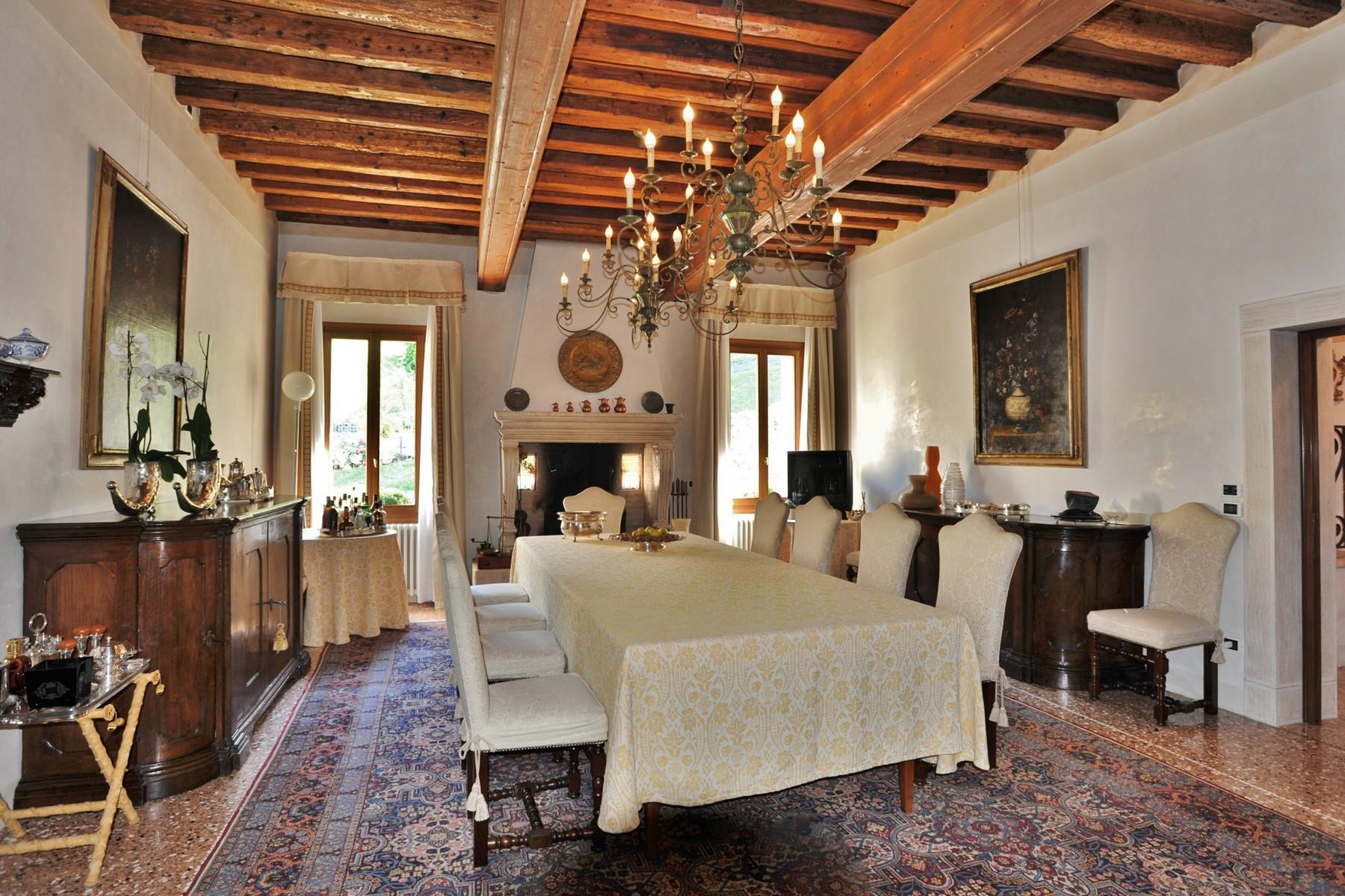 位于壮观的威尼斯别墅主楼层的优雅公寓 - 4