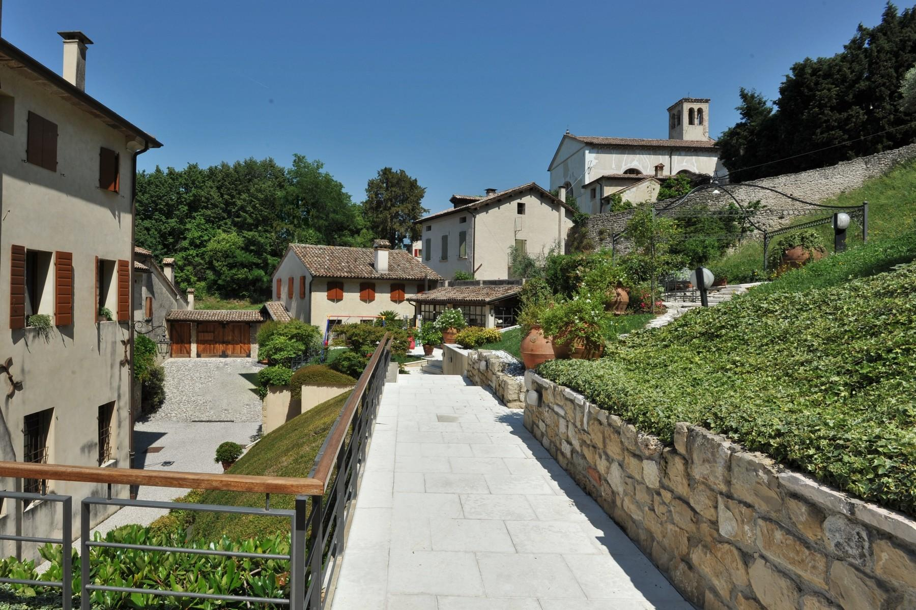 Wonderful penthouse in magnificent villa veneta - 14