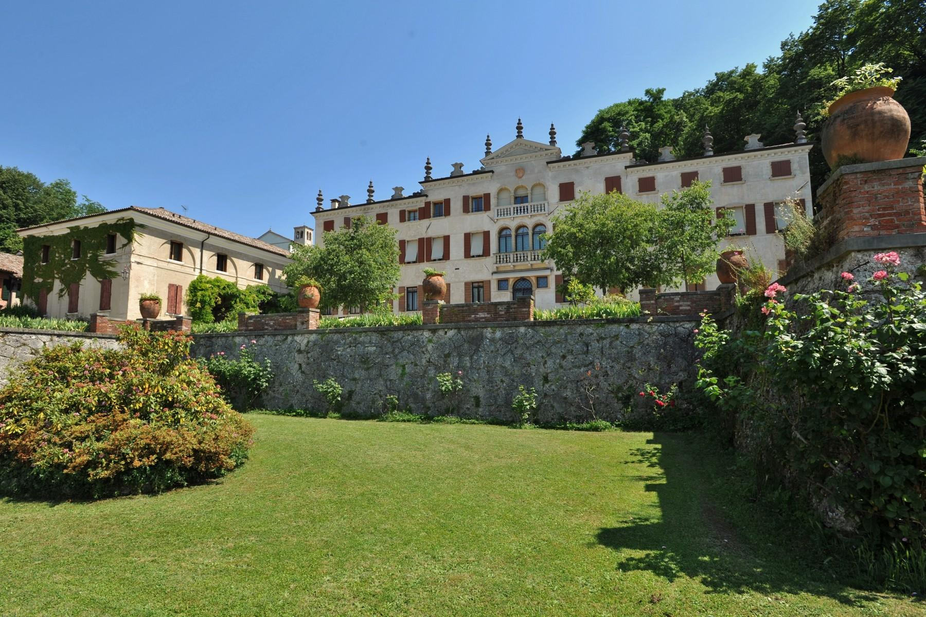 Wonderful penthouse in magnificent villa veneta - 1