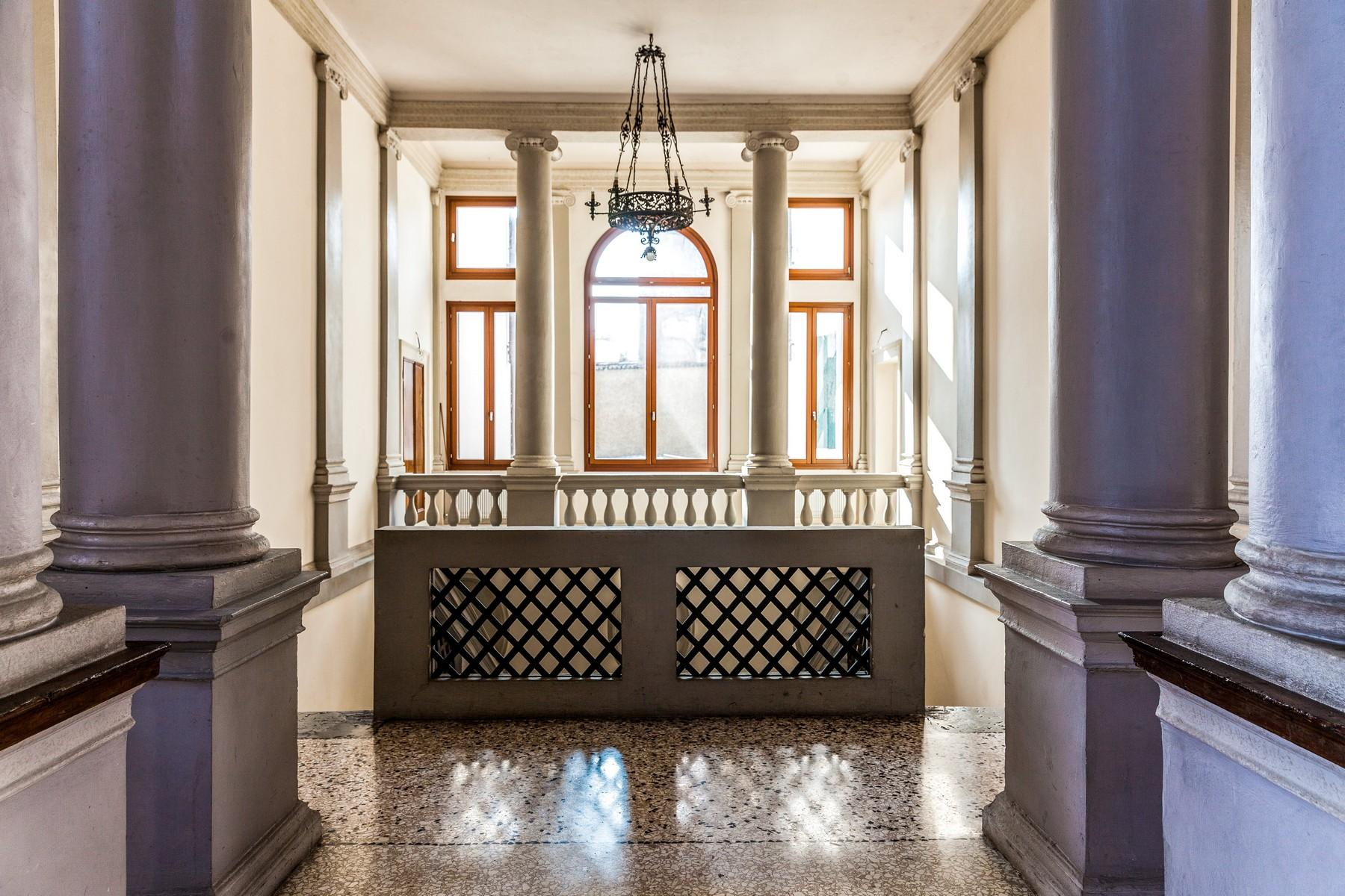 Wonderful noble floor apartment in a stately historical building - 10