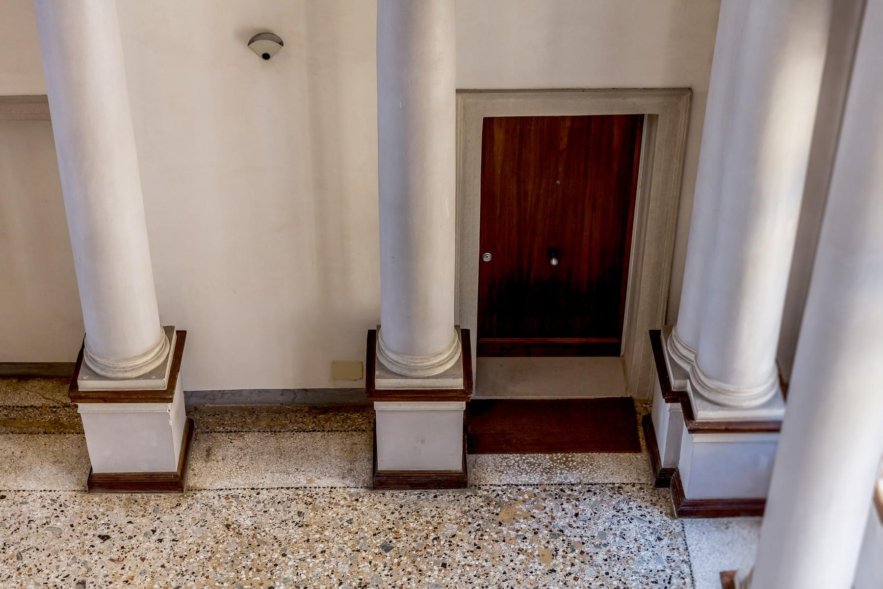 Wonderful noble floor apartment in a stately historical building - 15