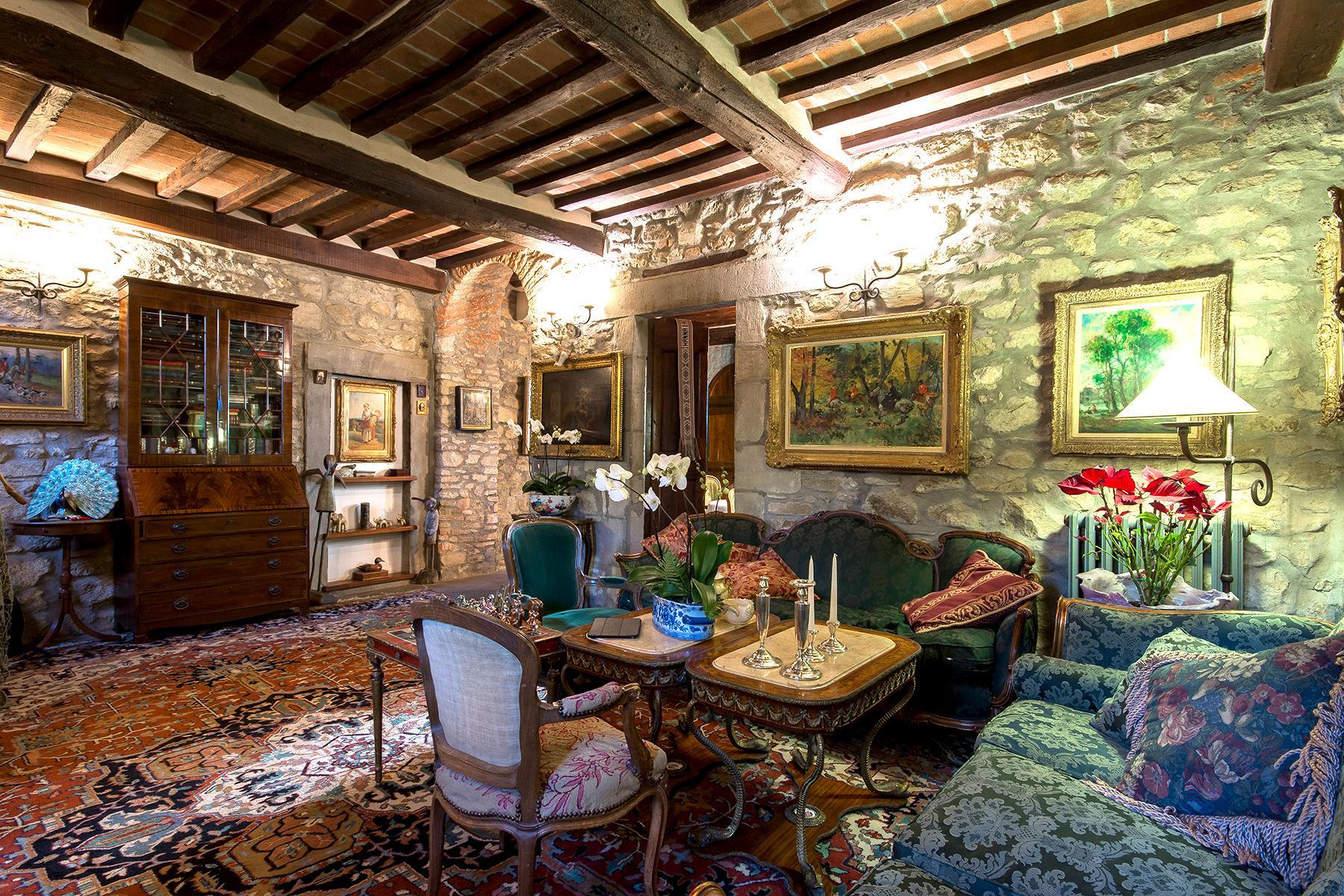 Magnificent villa with a breathtaking view in Cortona - 16