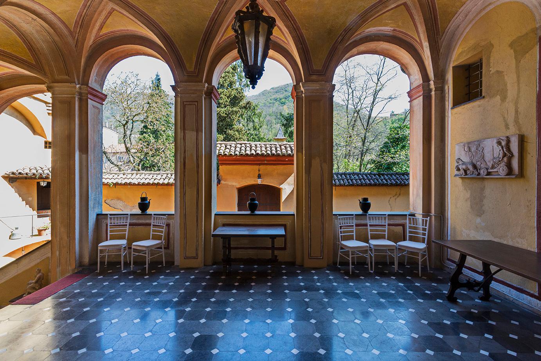 Élégant château médiéval avec église privée - 1