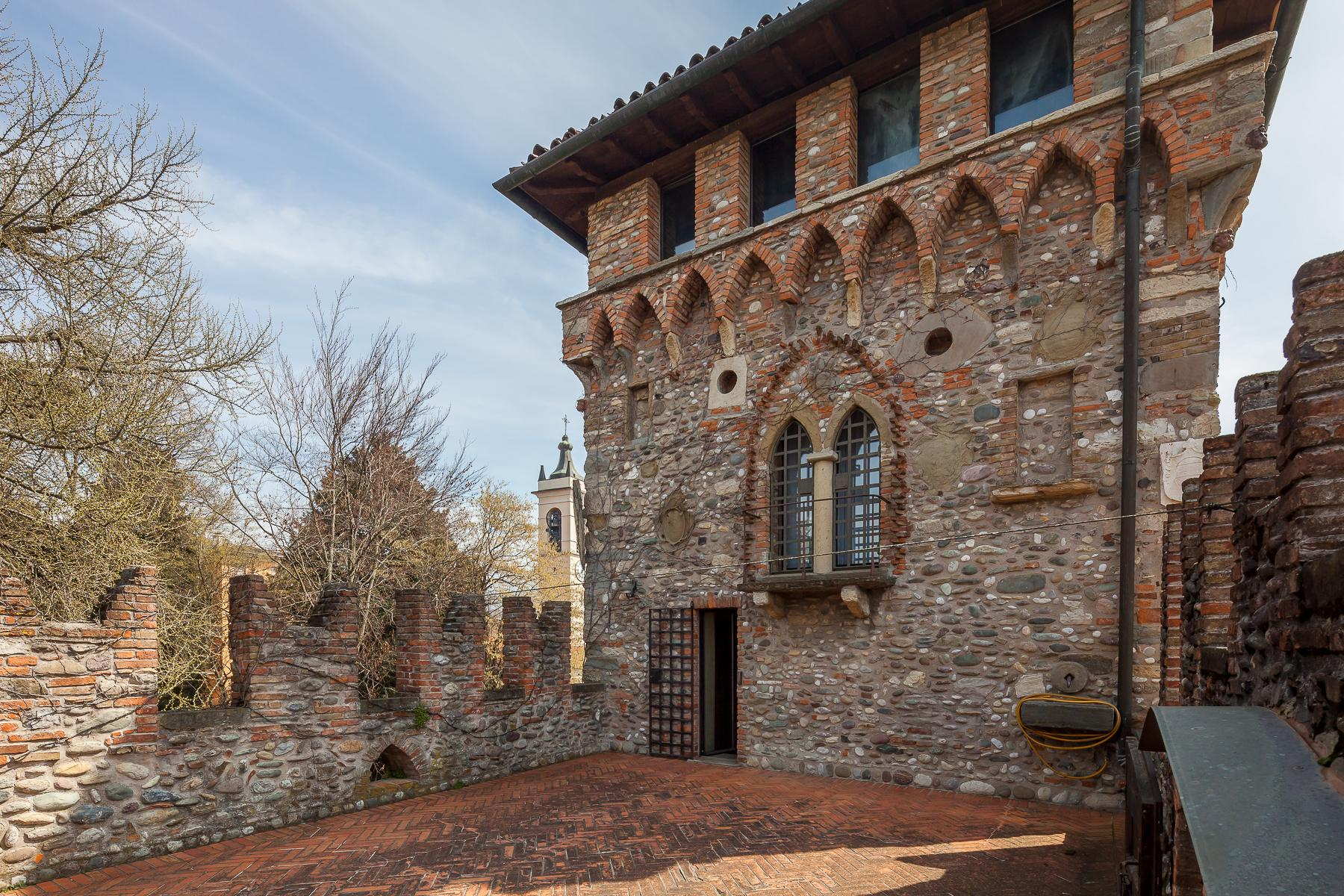 Impressive castle of the XIII century - 22