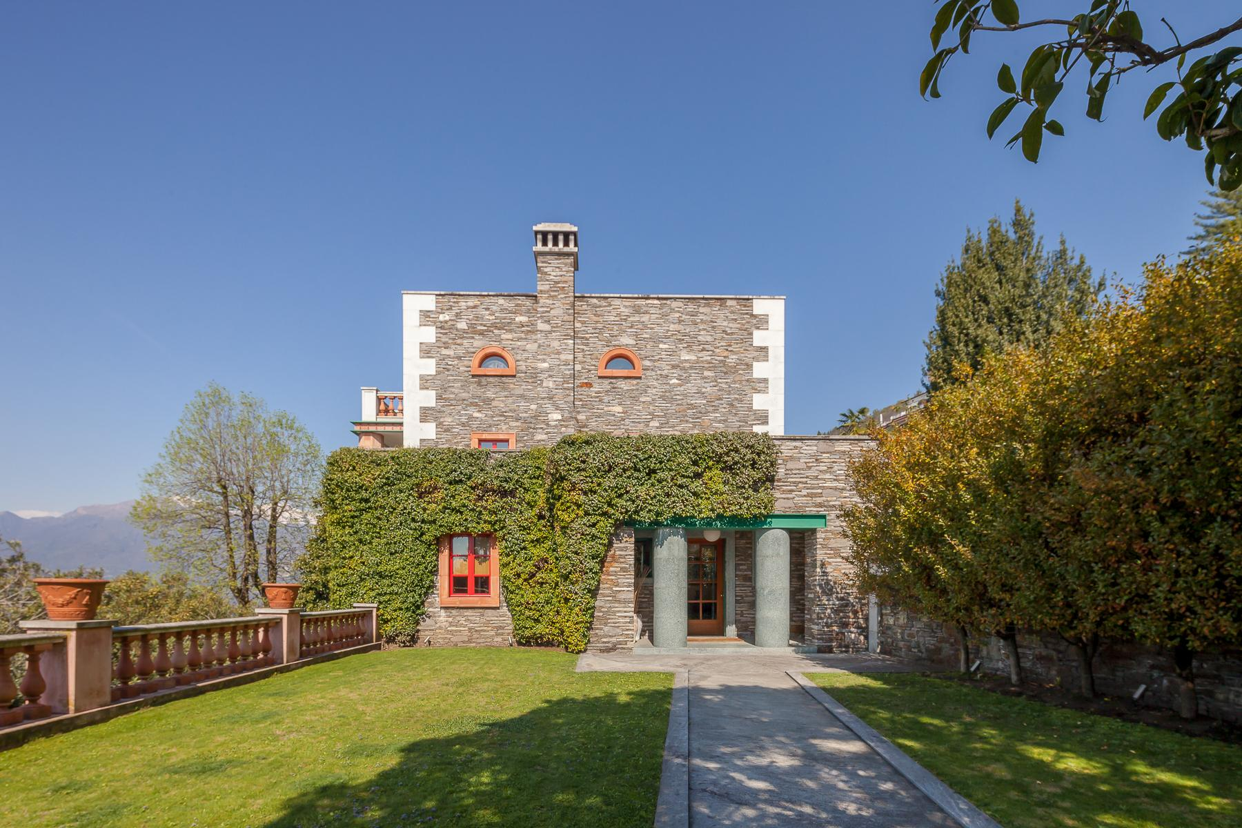 Villa with access to the lake designed and built by the architect Aldo Rossi - 9