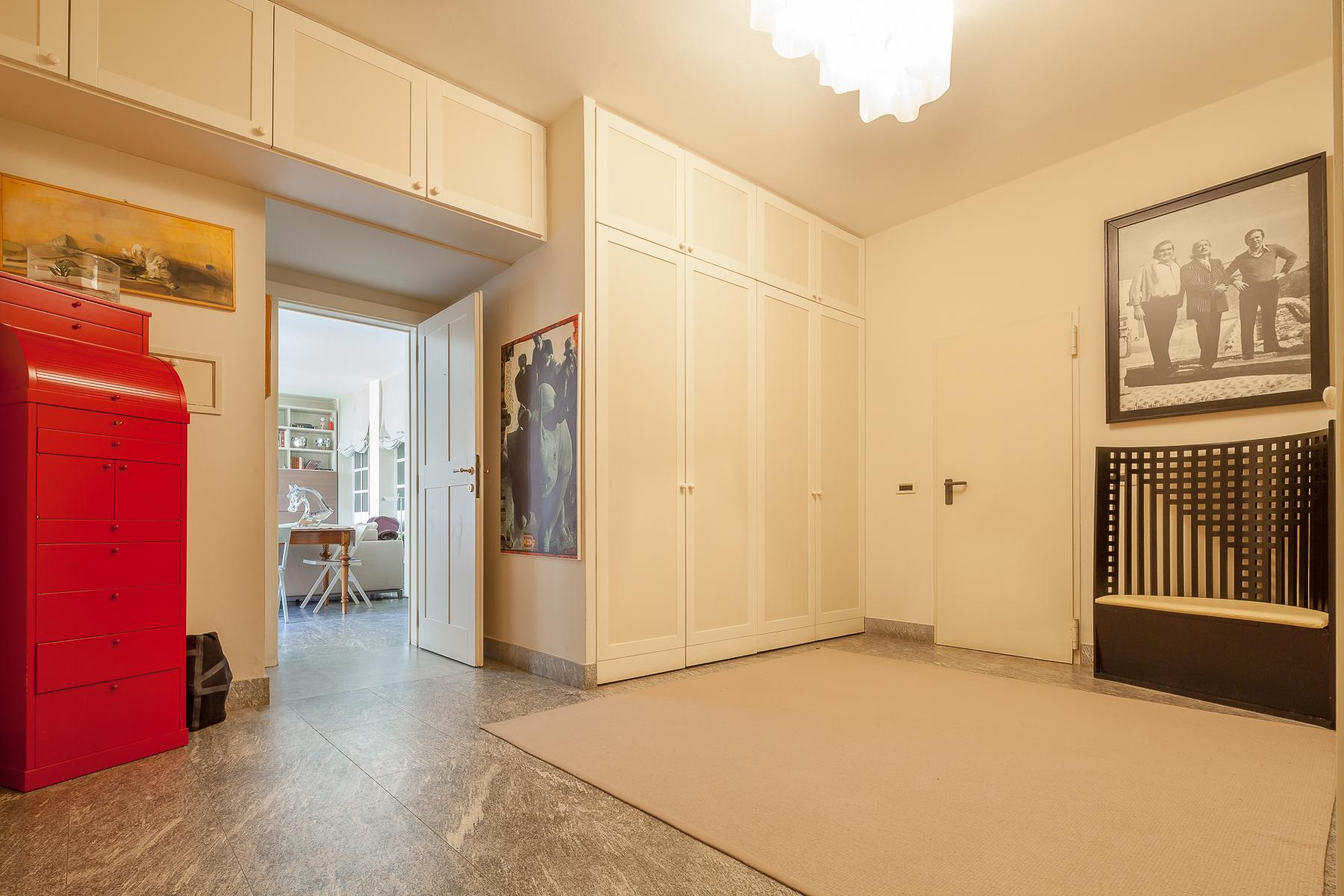 Villa with access to the lake designed and built by the architect Aldo Rossi - 27