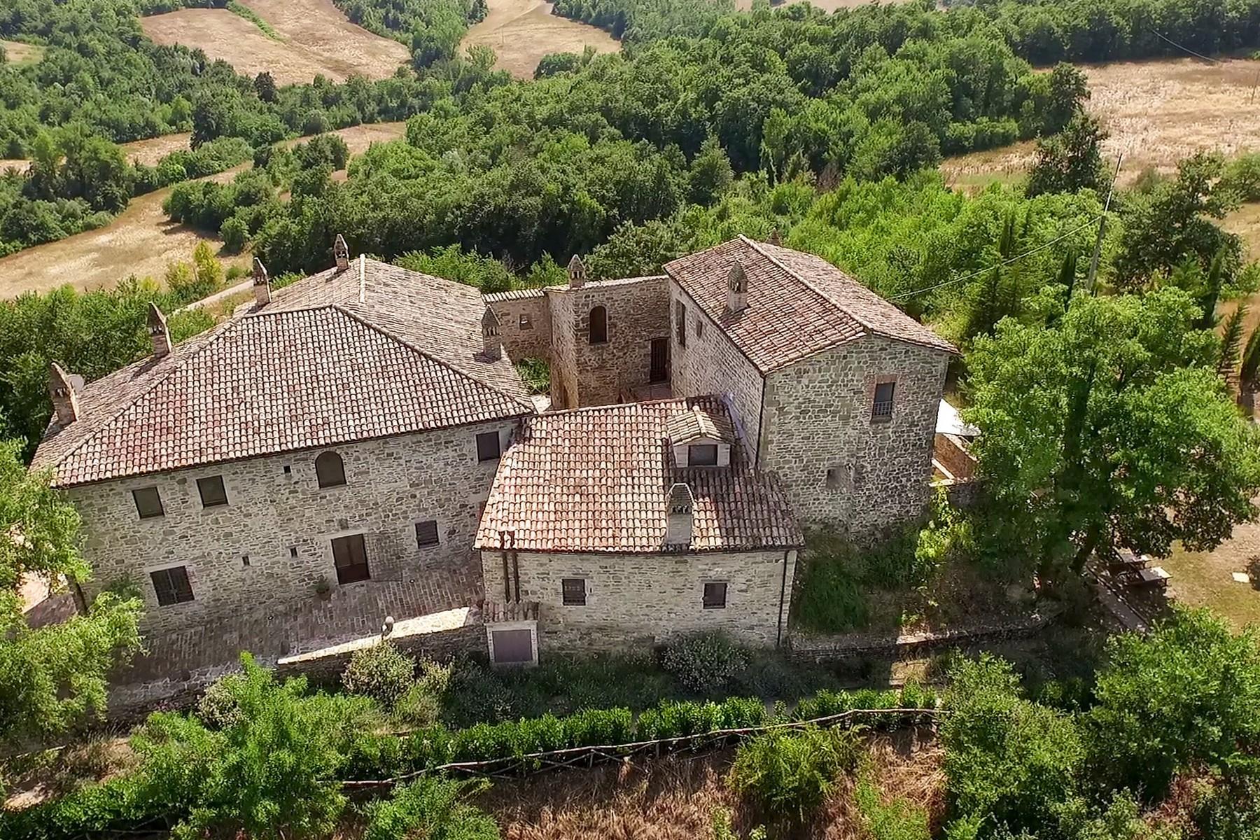 Исторический монастырь, построенный в 13 веке - 1