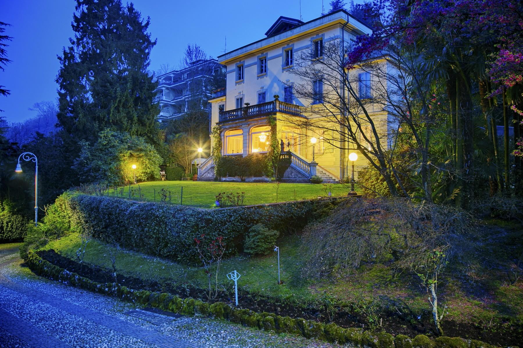 Renowned villa with amazing views on Lake Maggiore - 2