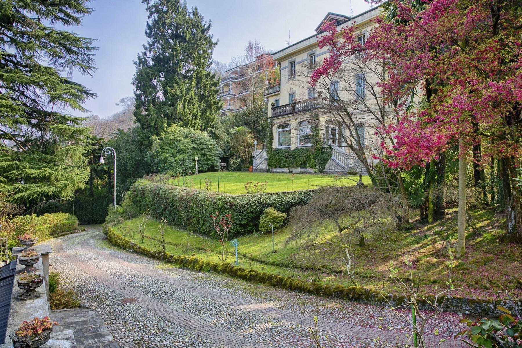 Rinomata villa con vista sul Lago Maggiore - 1