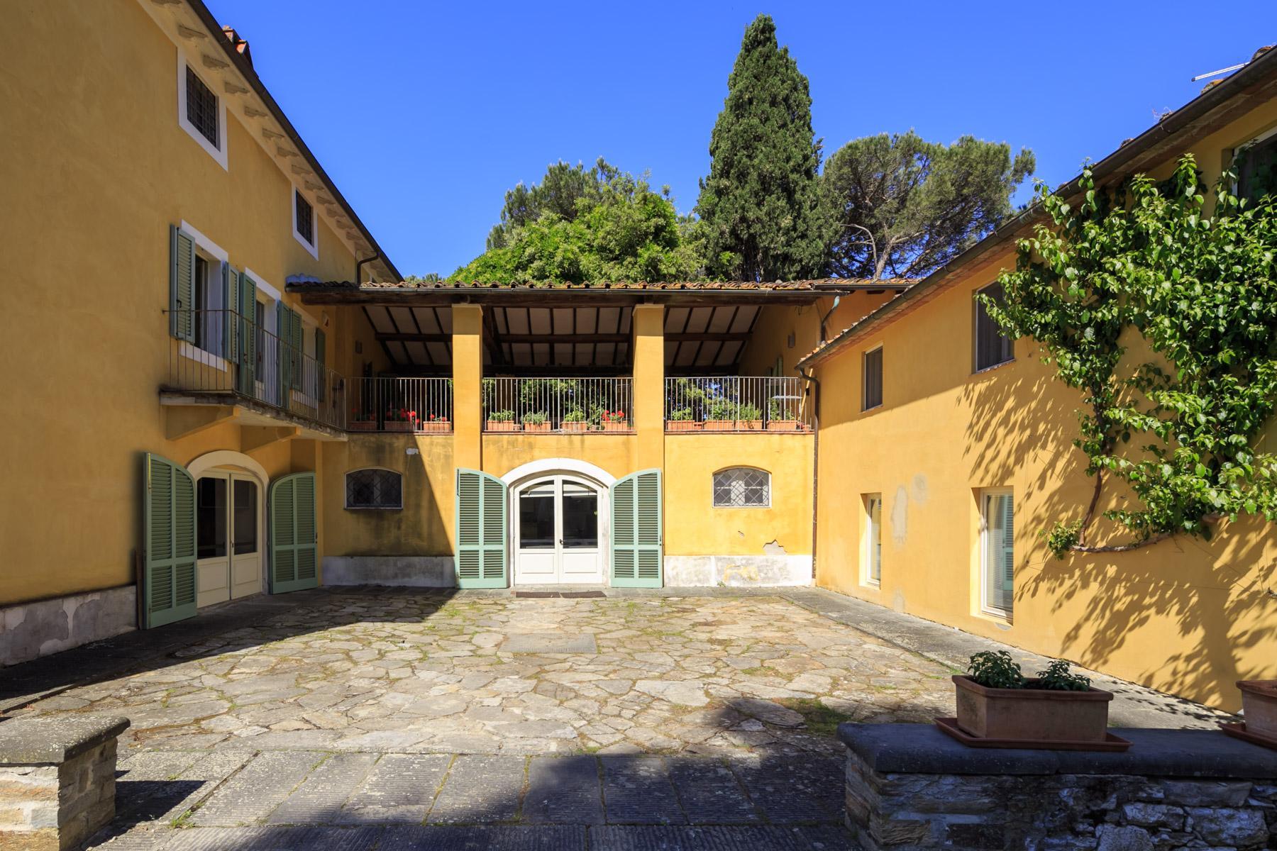 Elegant villa on the Tuscan hills - 12