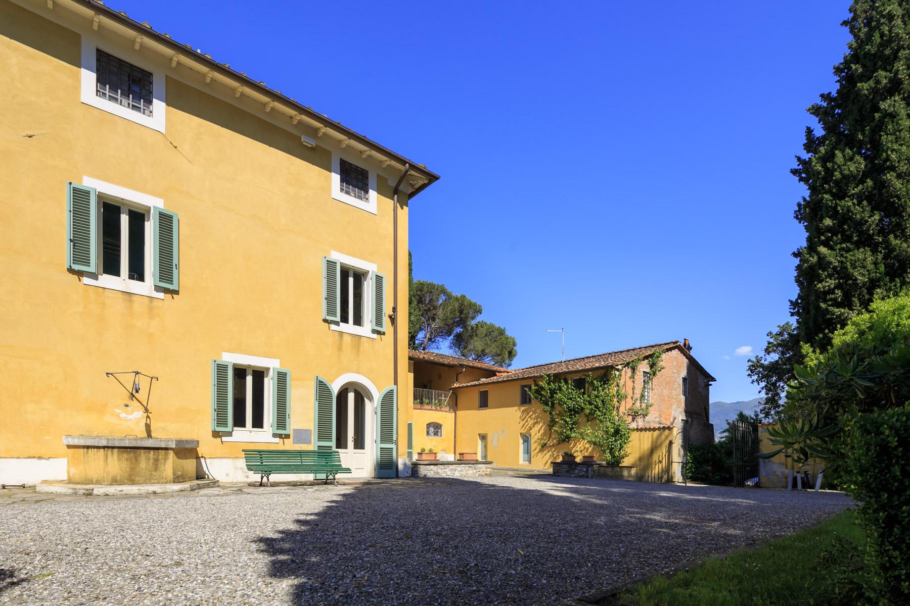 Elegant villa on the Tuscan hills - 9