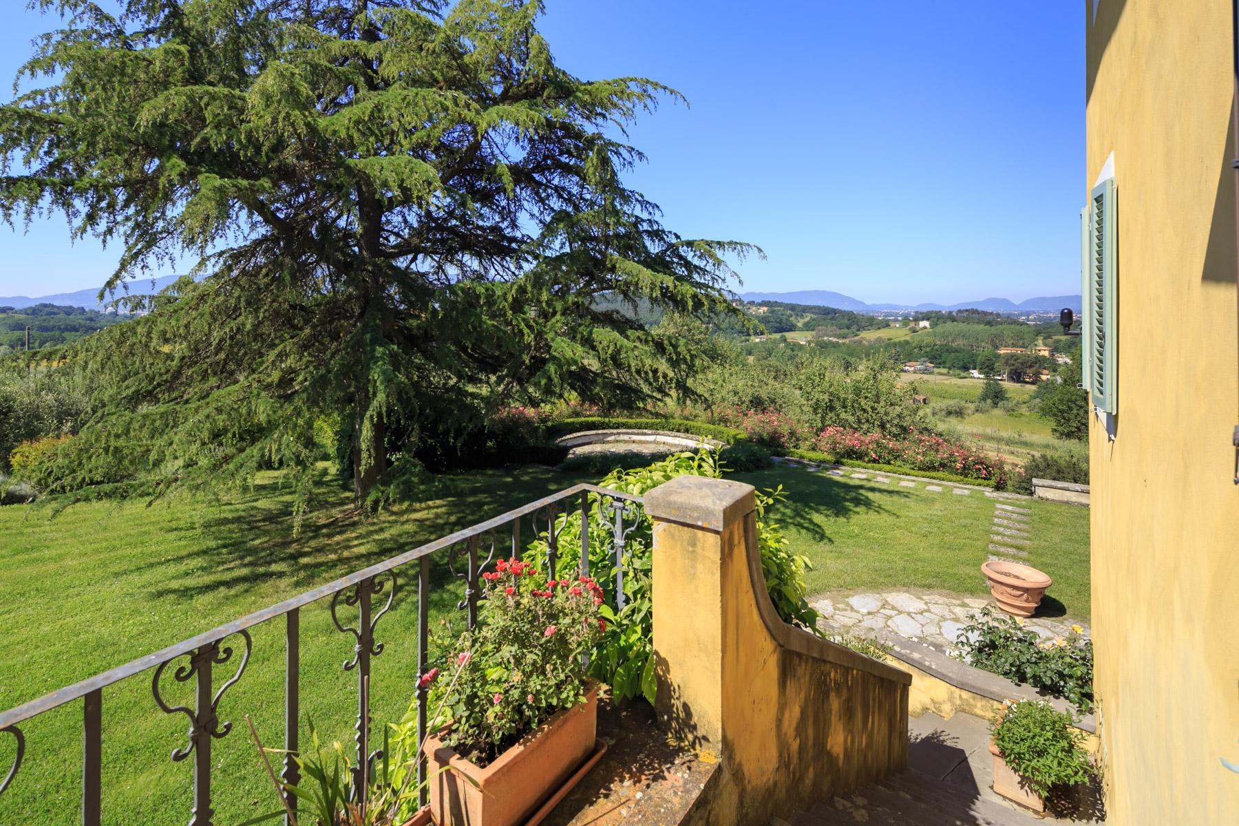 Elegant villa on the Tuscan hills - 11