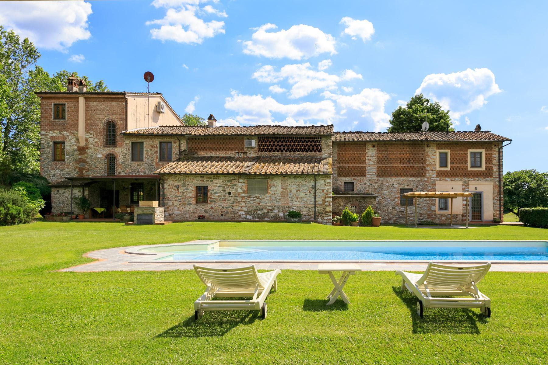 Antikes Bauernhaus auf dem Land von Lucca - 1