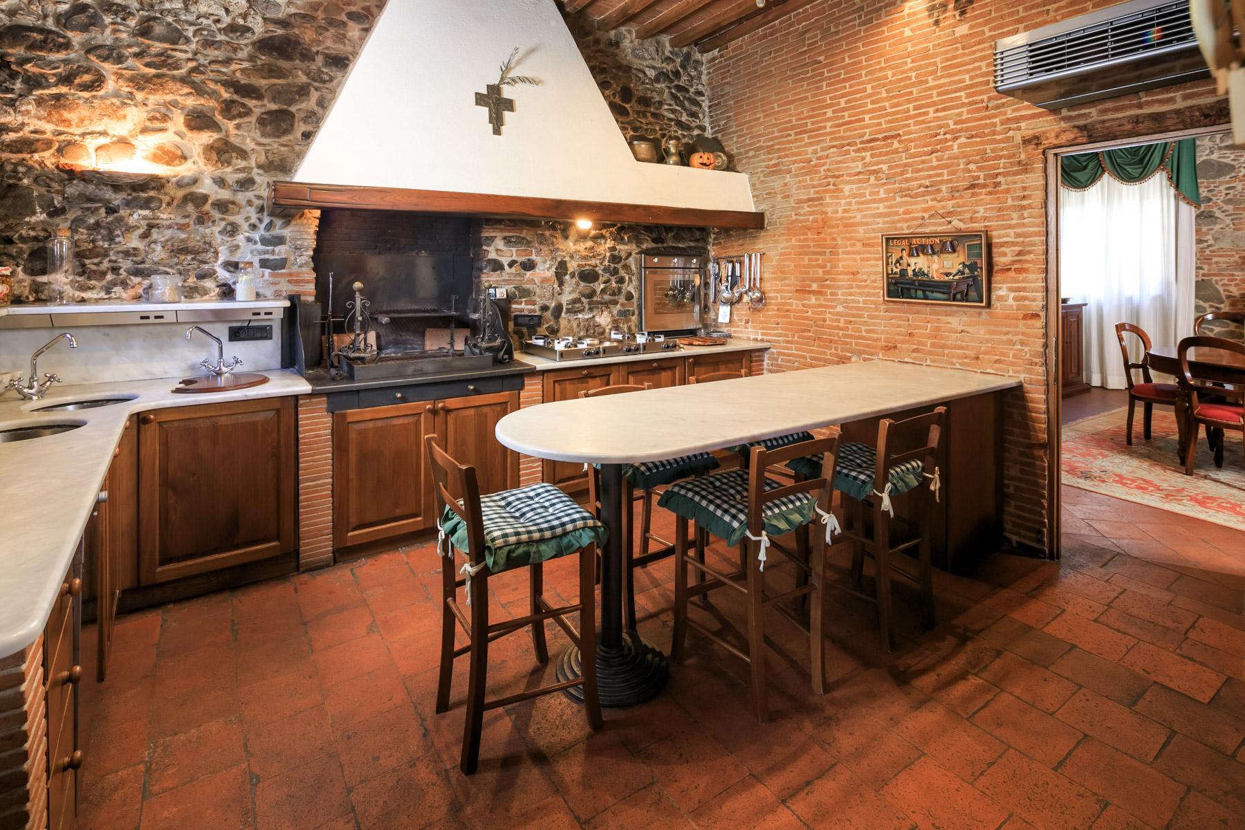 Antikes Bauernhaus auf dem Land von Lucca - 7