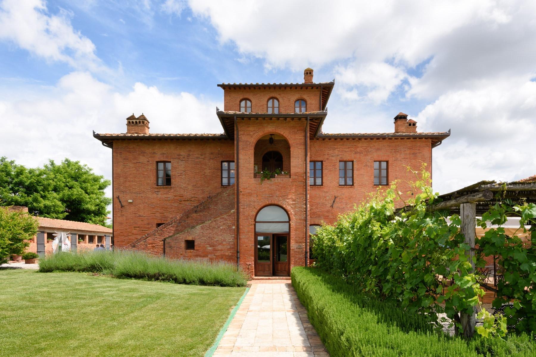 Country hotel mit angrenzender privater Villa neben Siena - 2