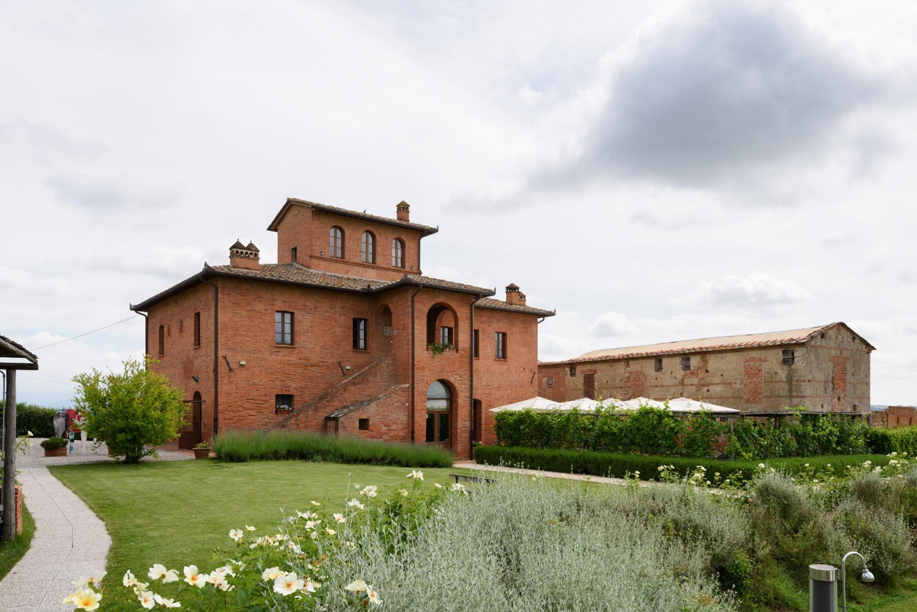 Country hotel with adjacent private villa near Siena - 27