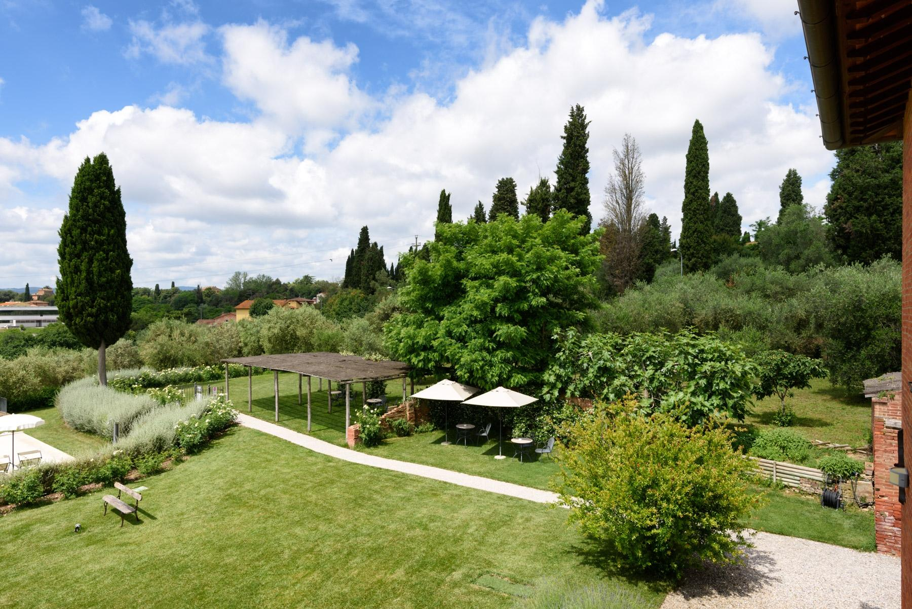 Country hotel with adjacent private villa near Siena - 4