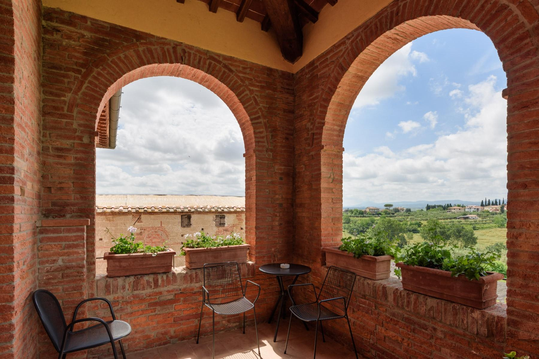 Country hotel with adjacent private villa near Siena - 25