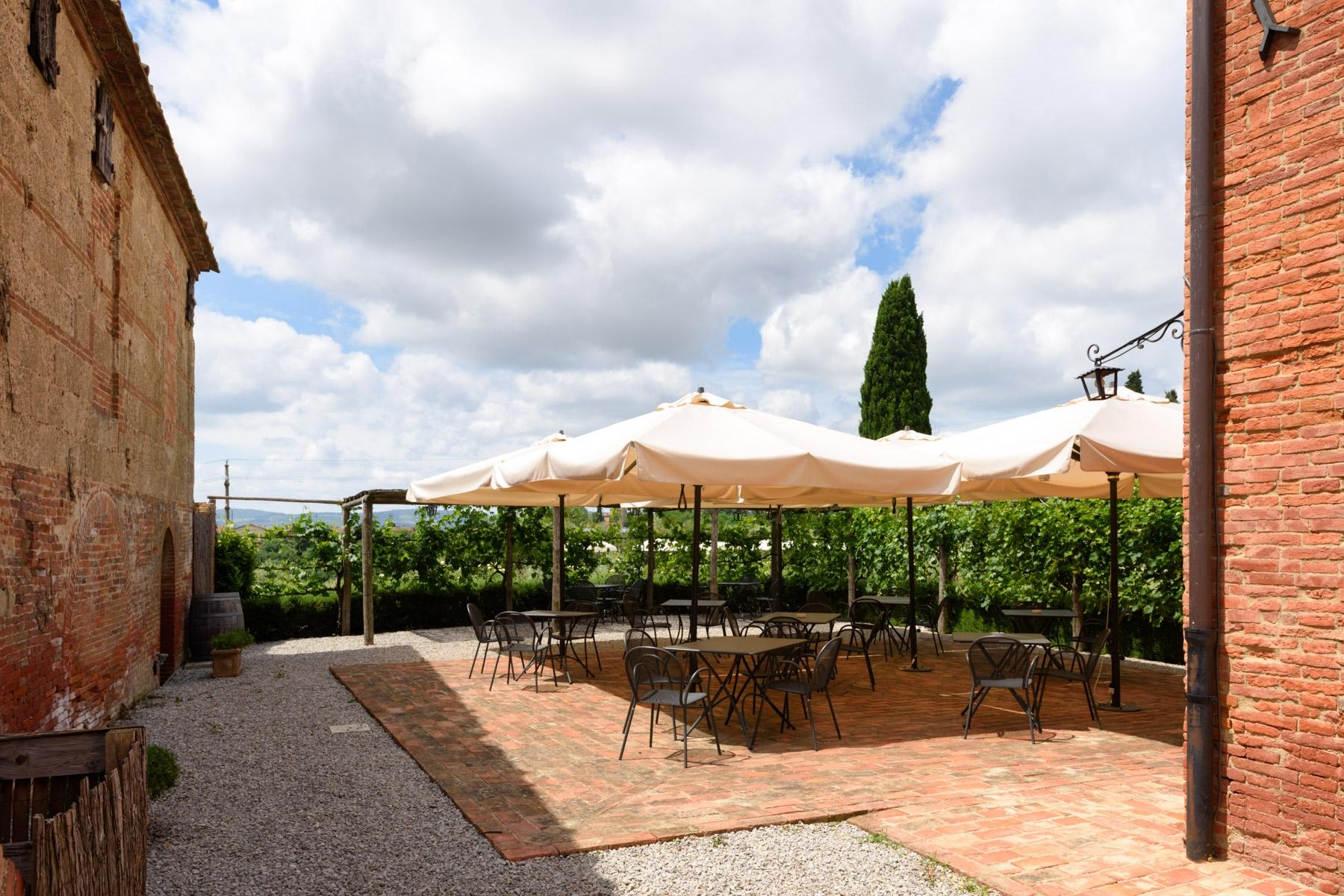 Country hotel with adjacent private villa near Siena - 24
