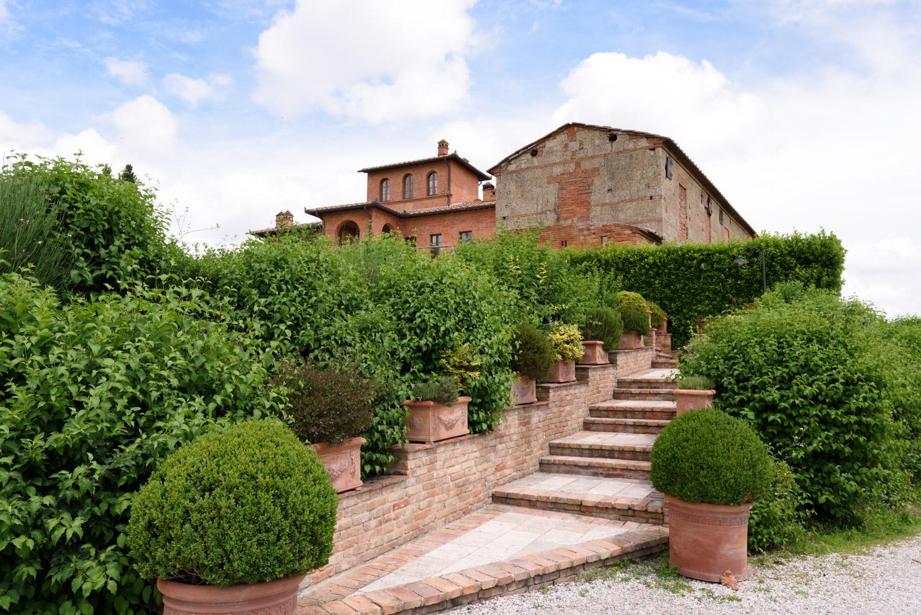 Country hotel with adjacent private villa near Siena - 14