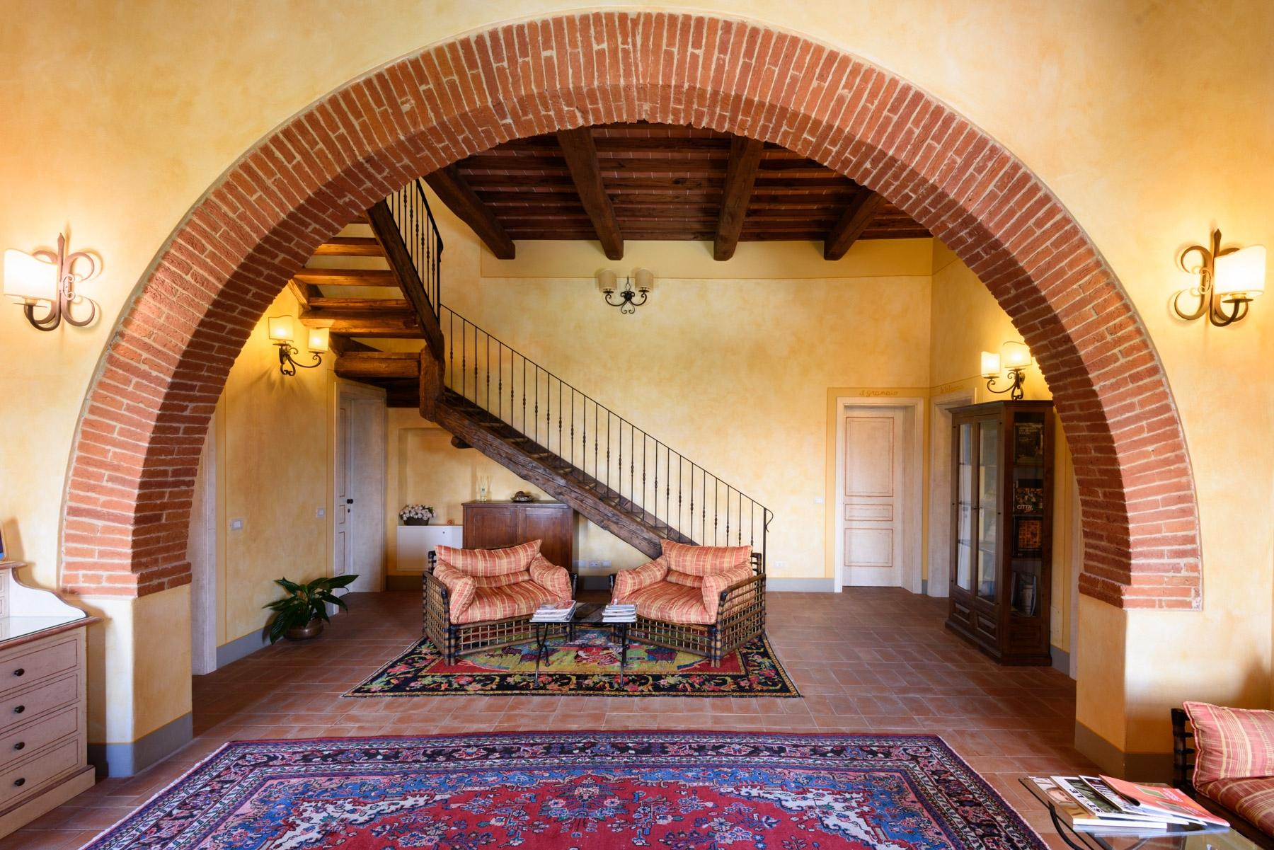 Country hotel with adjacent private villa near Siena - 10