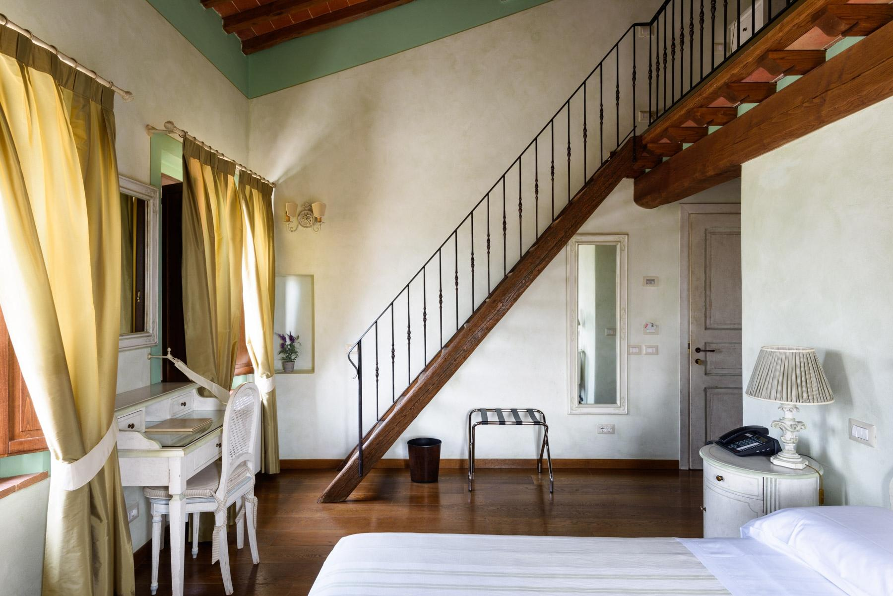 Country hotel with adjacent private villa near Siena - 13