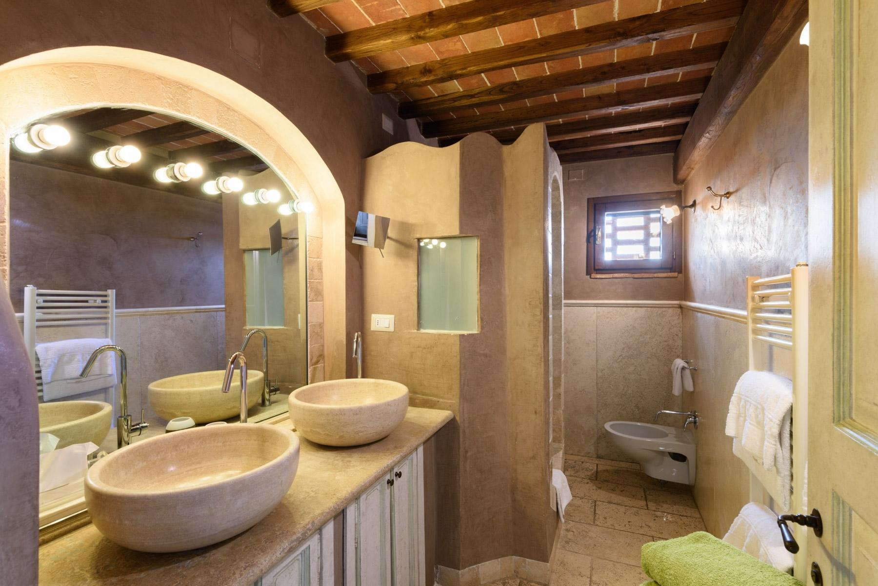 Country hotel with adjacent private villa near Siena - 19