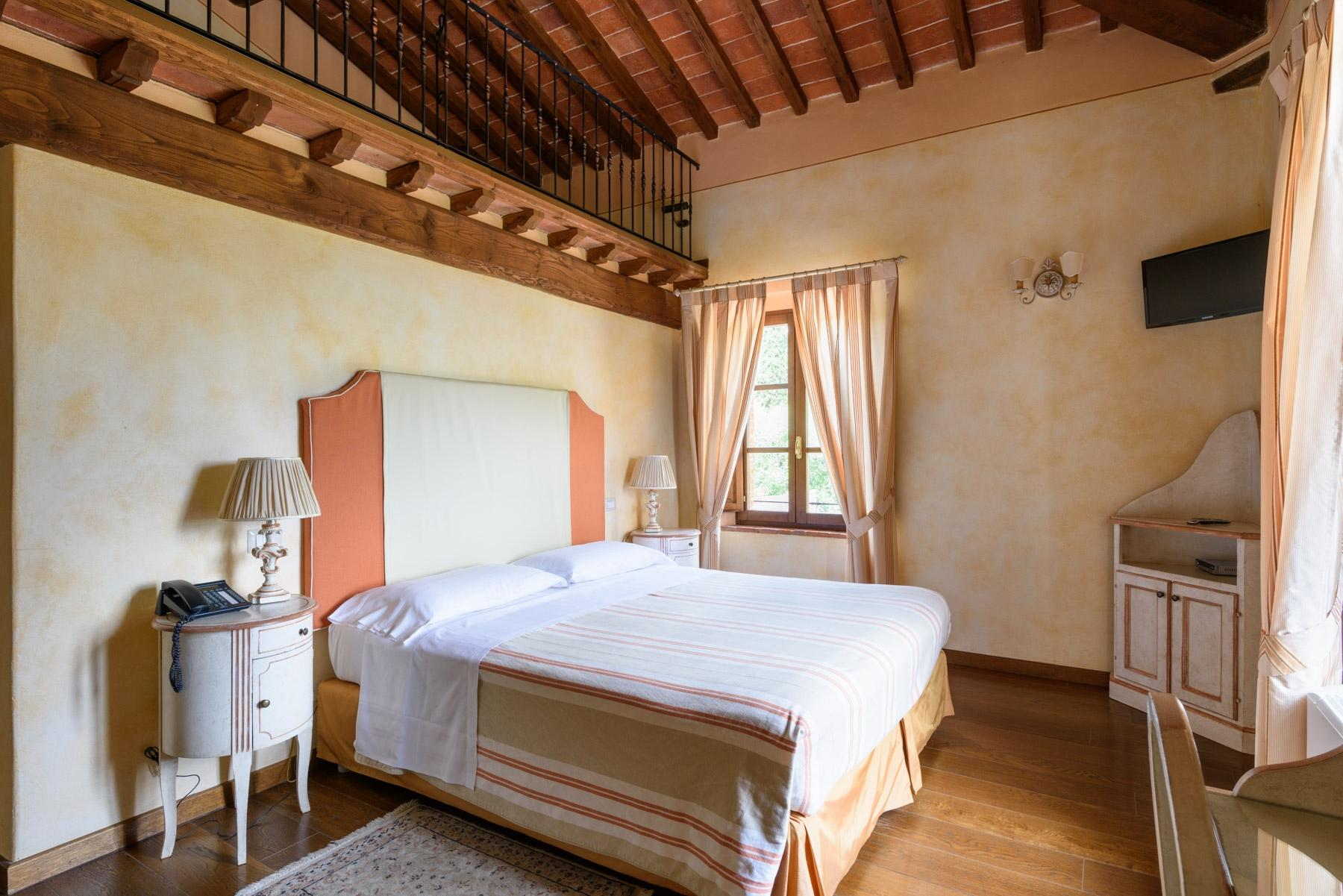 Country hotel with adjacent private villa near Siena - 17
