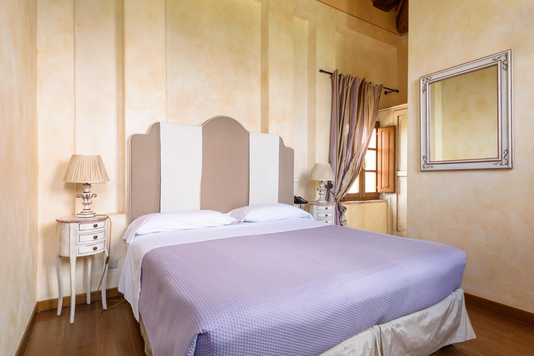 Country hotel with adjacent private villa near Siena - 18