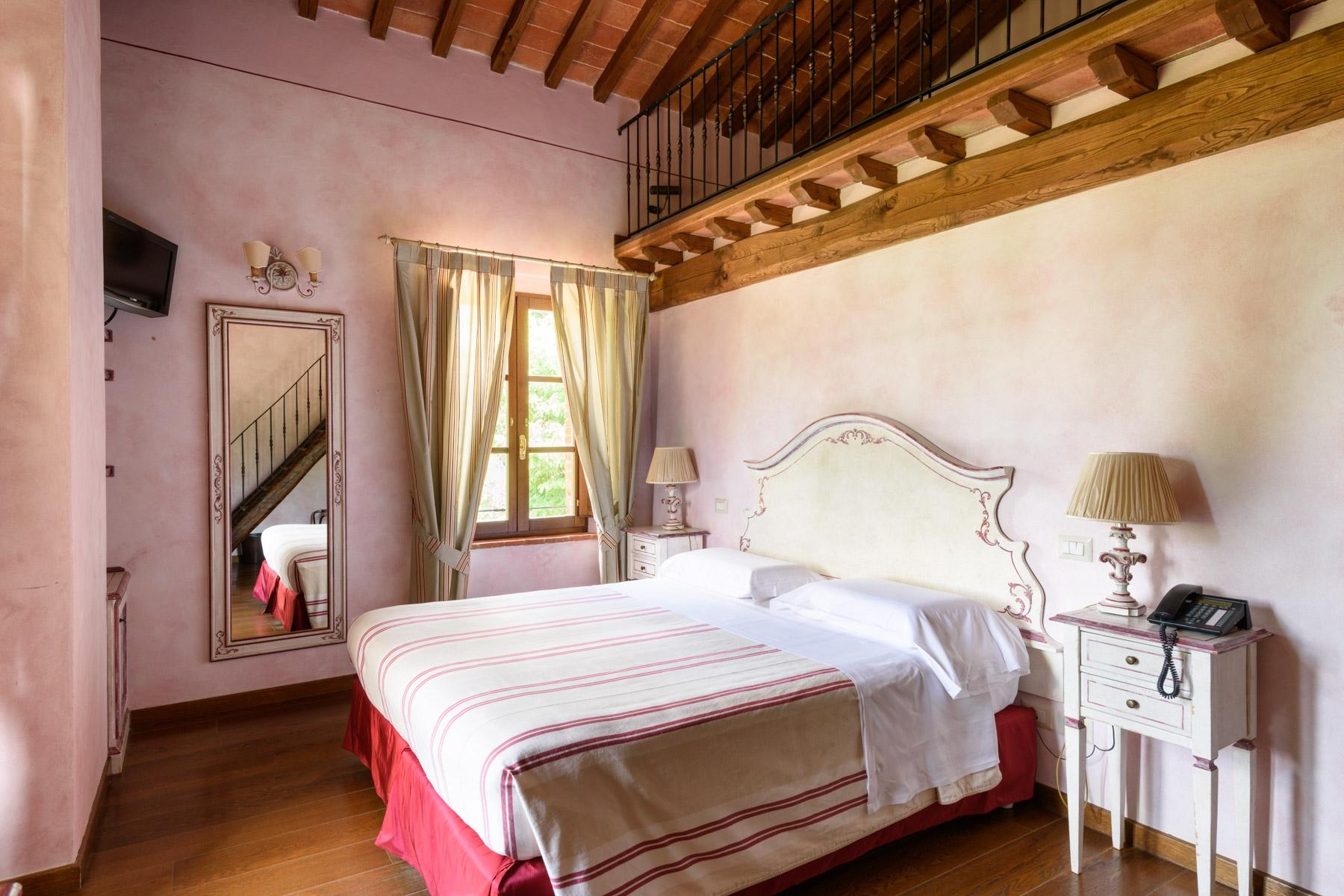 Country hotel with adjacent private villa near Siena - 20