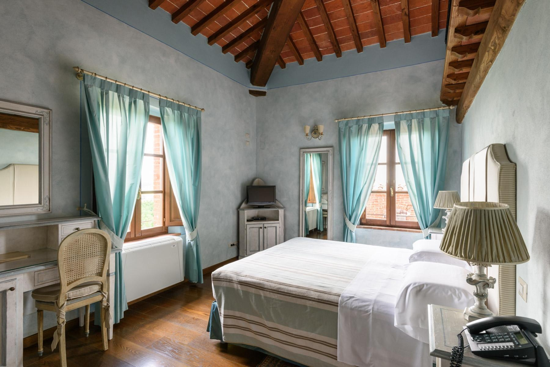 Country hotel with adjacent private villa near Siena - 22