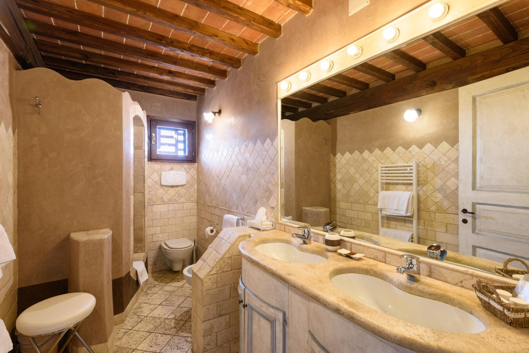 Country hotel with adjacent private villa near Siena - 23