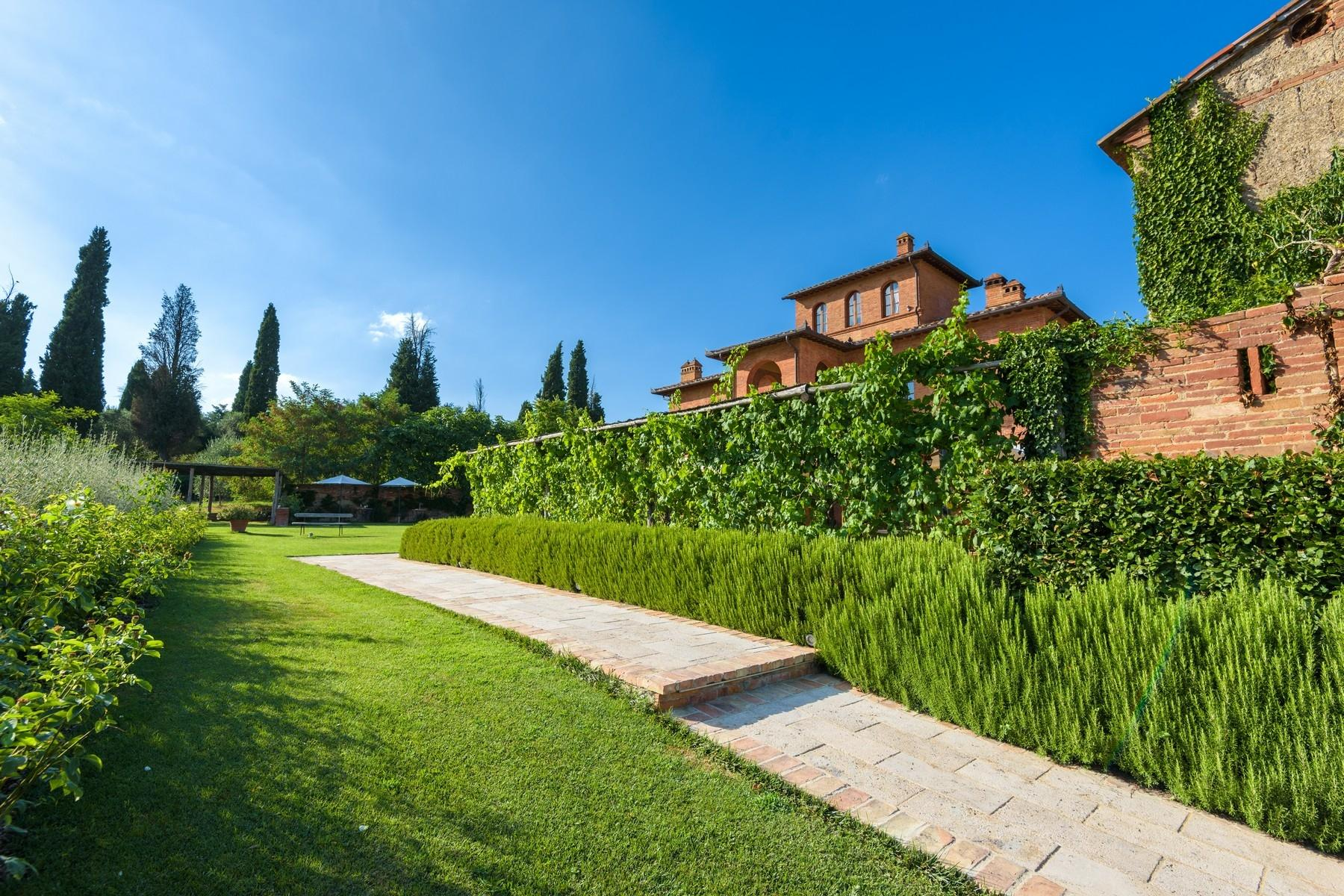 Country hotel with adjacent private villa near Siena - 5
