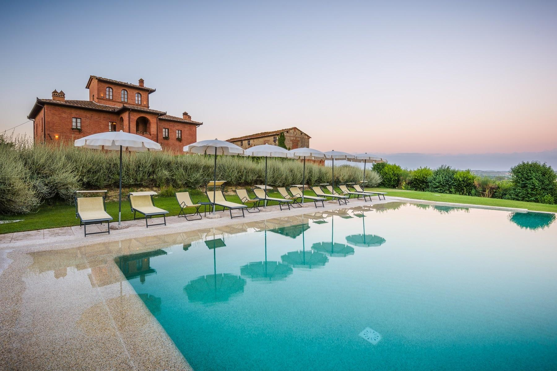 Country hotel with adjacent private villa near Siena - 6