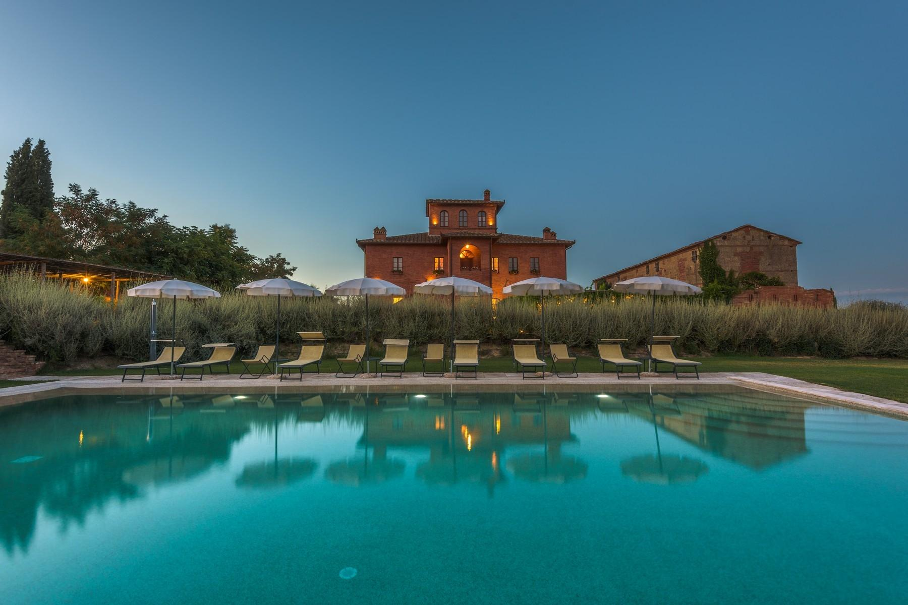 Country hotel with adjacent private villa near Siena - 1