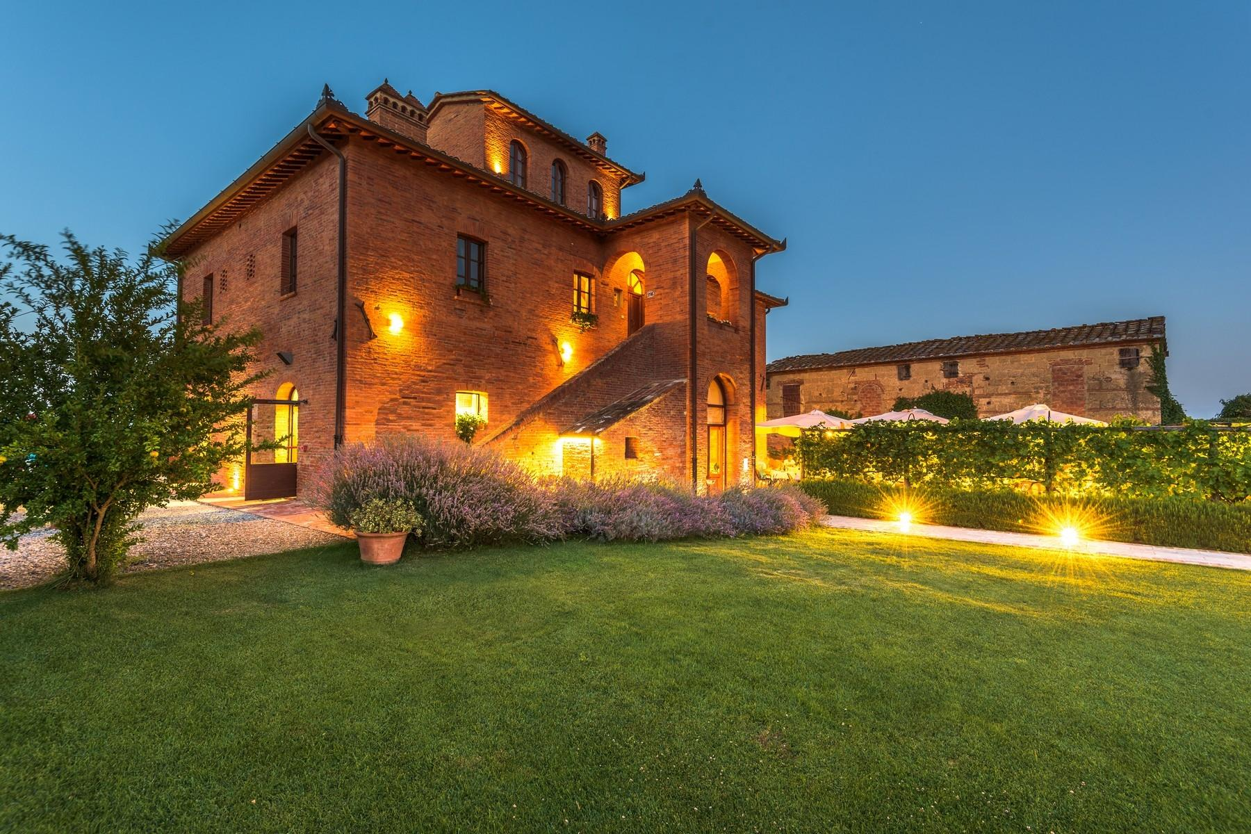 Country hotel with adjacent private villa near Siena - 29