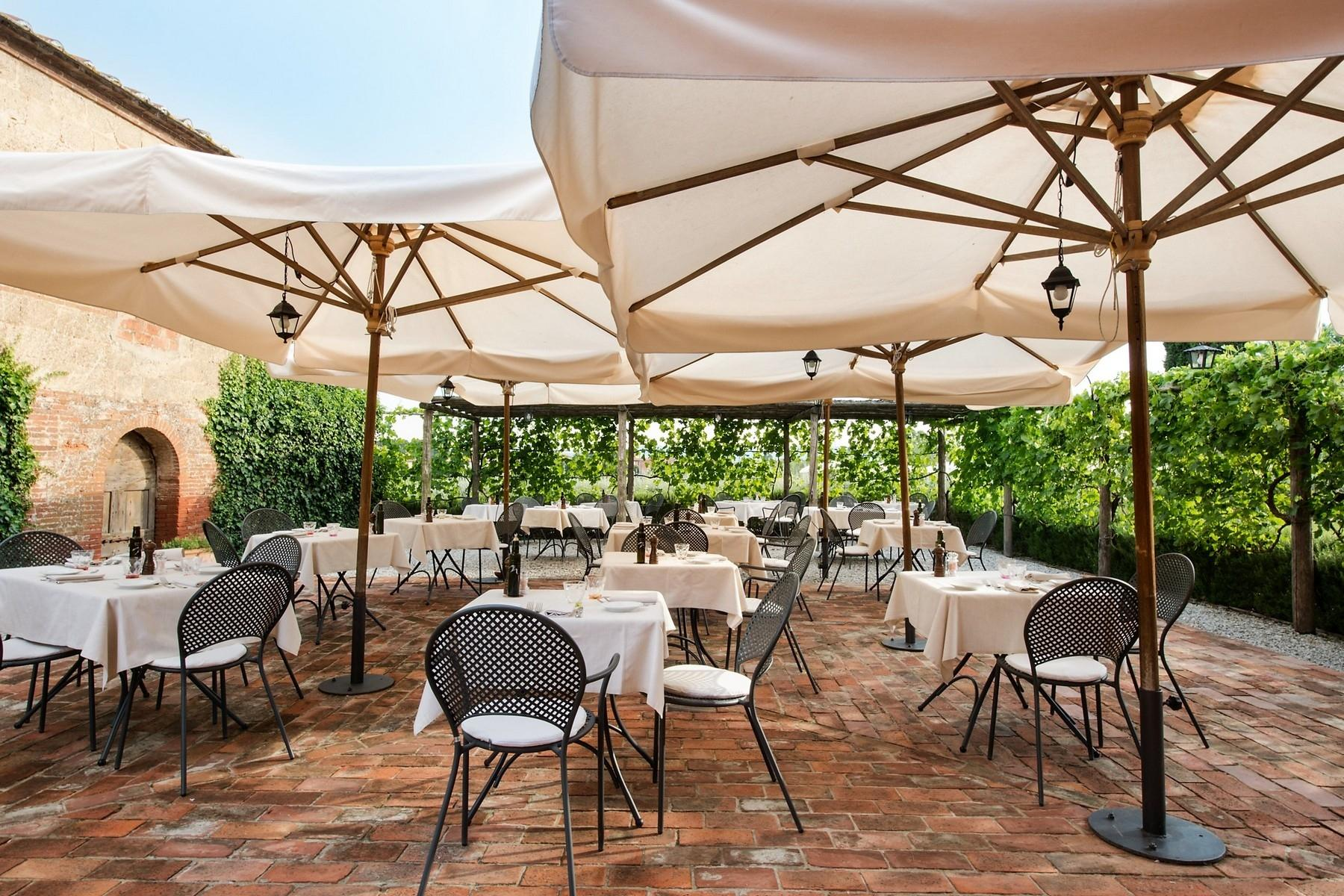 Country hotel with adjacent private villa near Siena - 7